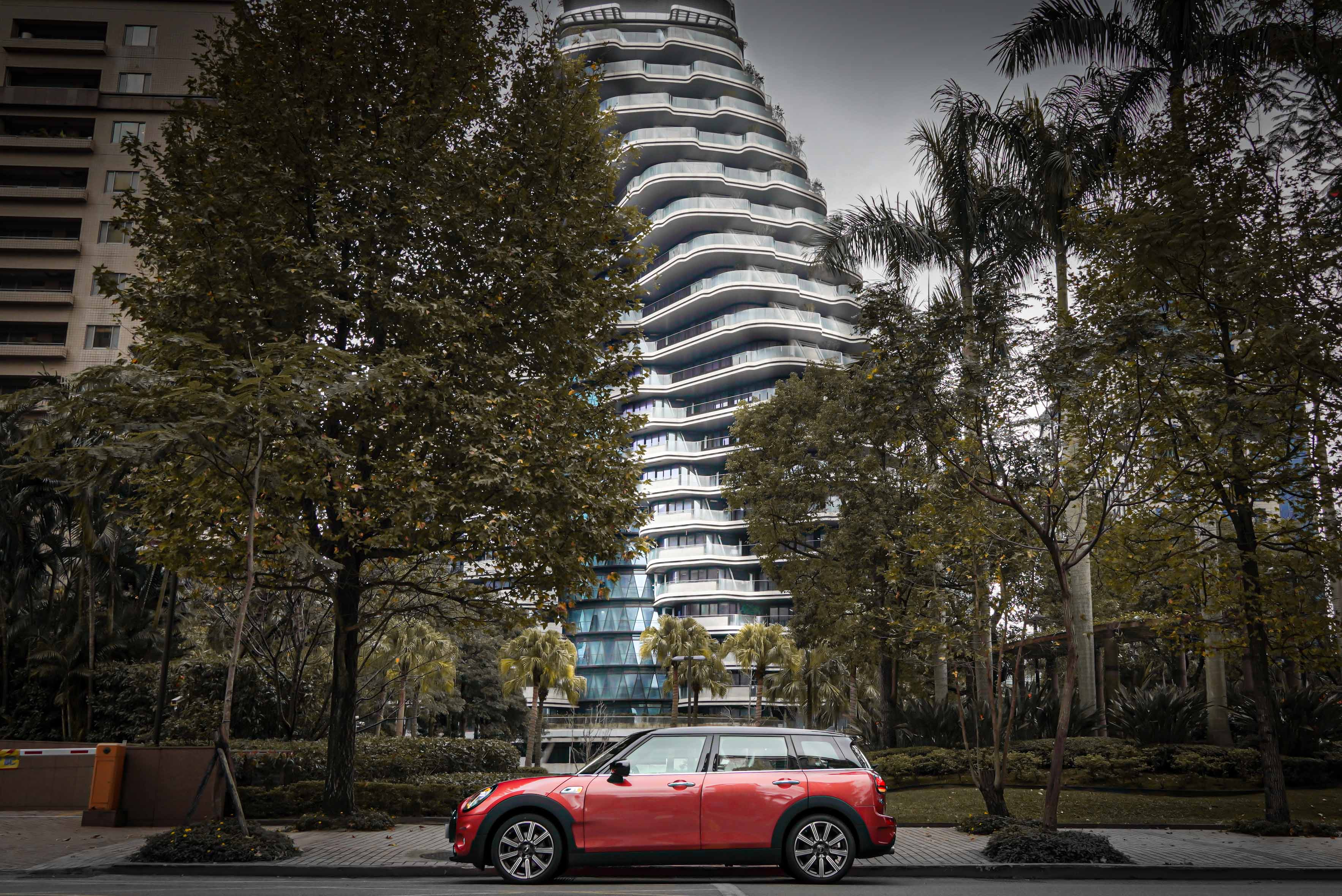 Mini Clubman 以三車型販售,Cooper、Cooper S、JCW Clubman ALL4,起跳價分別為 163 萬、185 萬、212 萬元。
