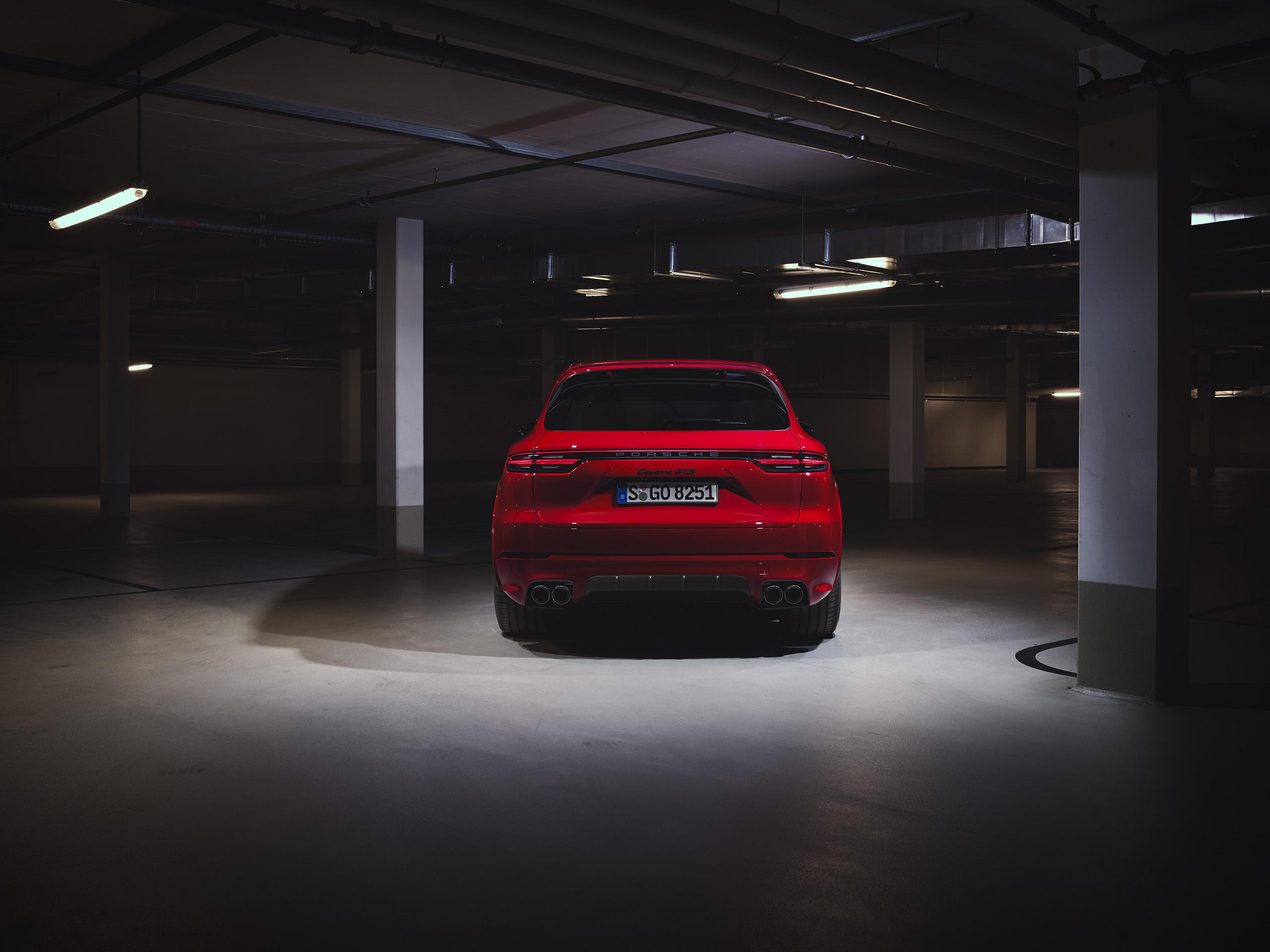 全新 Cayenne GTS 搭載4.0 升 V8 雙渦輪引擎,最高動力表現可輸出 460 PS(338 kW)與扭力 620 Nm。