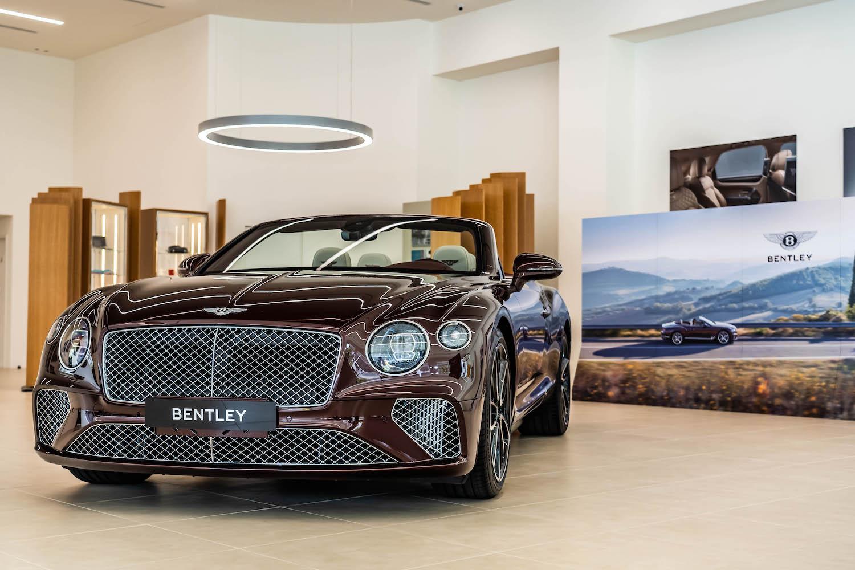 Bentley Continental GT Convertible。