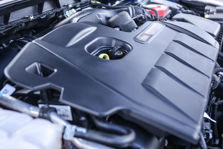 Focus ST 搭載雙渦流渦輪增壓EcoBoost®280引擎,導入多項頂尖科技,具備 280ps/5500rpm 最大馬力,與42.8kgm/3000-4000rpm峰值扭力。