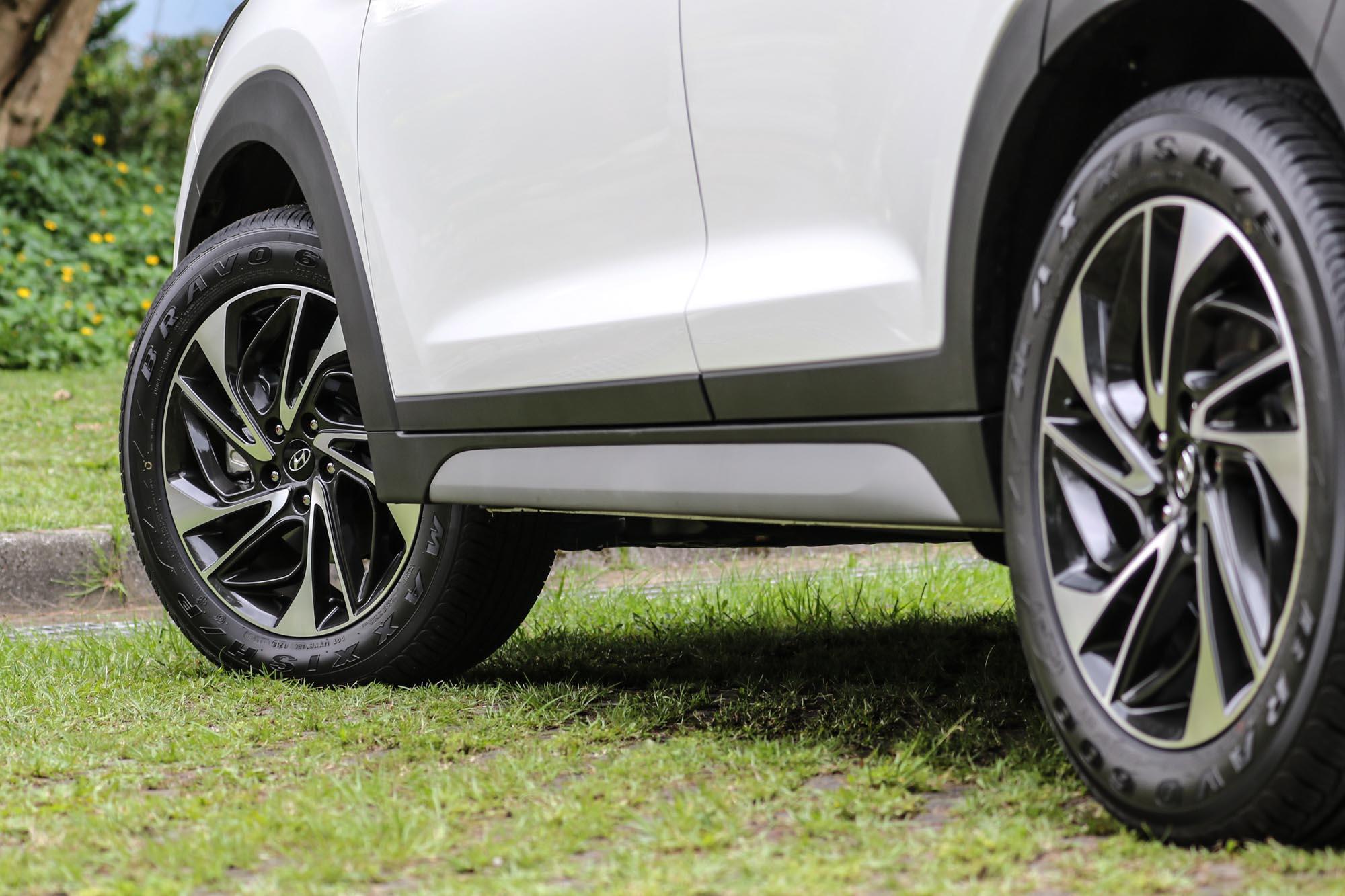 全車系標配 18 吋輪圈,造型也與車身線條相匹配。