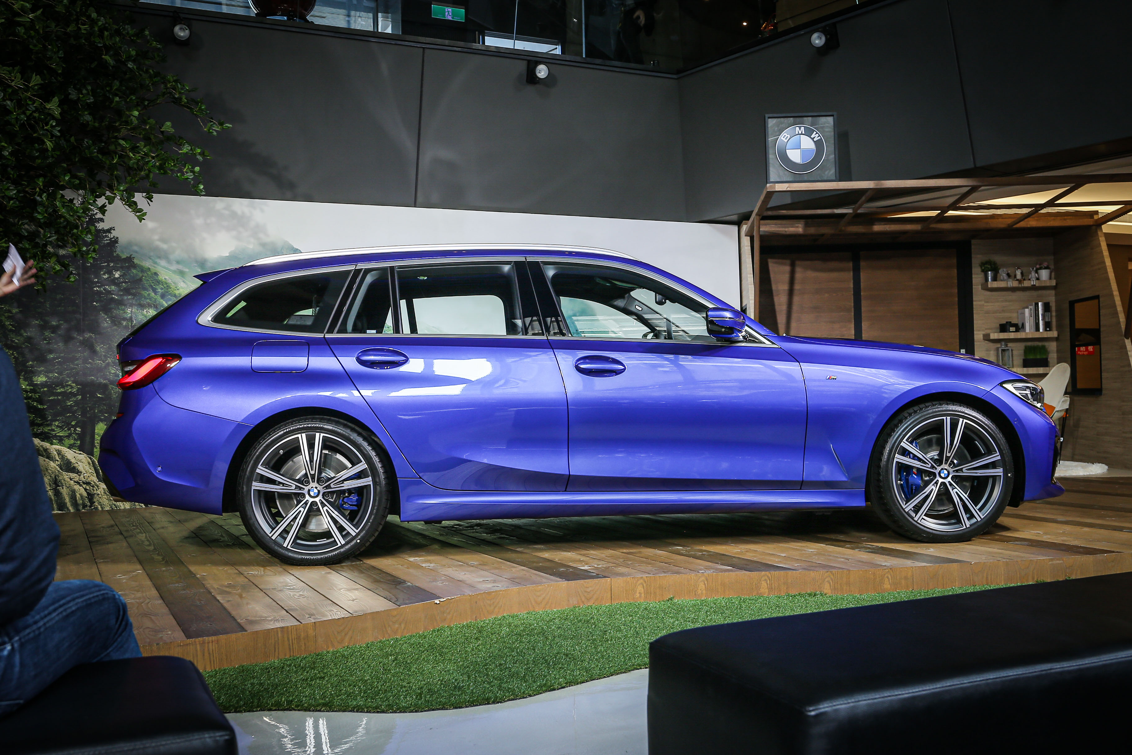 BMW M340i xDrive Touring 355 萬、330i Touring M Sport 285 萬、320i Touring M Sport 236 萬。