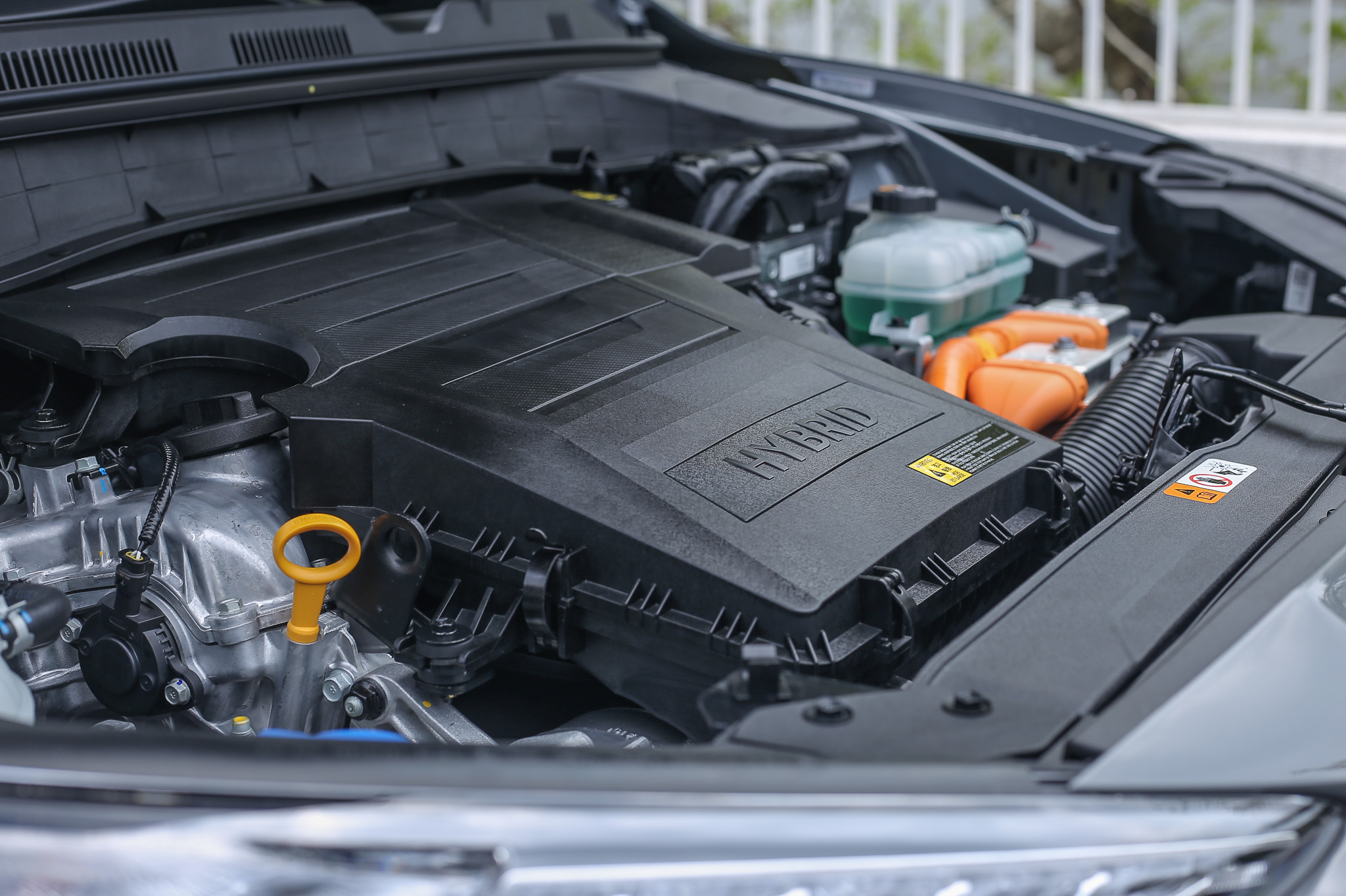 動力系統以直列四缸 1.6 升 Atkinson 循環汽油引擎為主,搭配採用鋰離子電池與電動馬達為主的電力驅動機構,最大綜效馬力為 141ps ,最大扭力為 27kgm。