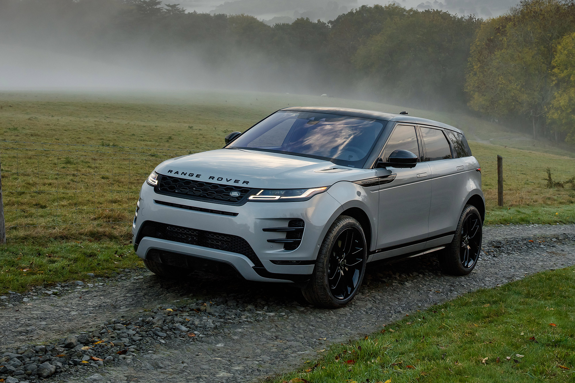 Range Rover Evoque 除最入門的柴油前驅動力之外,全數標配 48V Mild-Hybrid 微型油電複合動力系統。