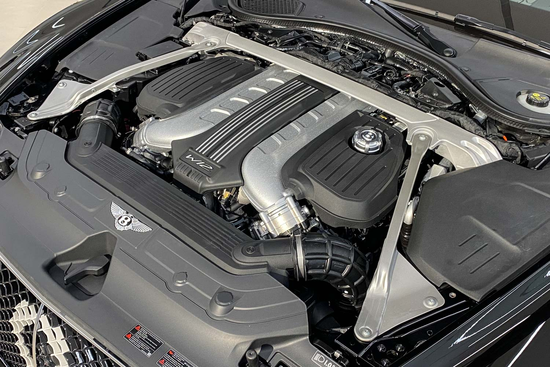 Number 9 Edition by Mulliner 搭載 6.0 W 型 12 汽缸雙渦輪增壓引擎,擁有 635ps/900Nm 輸出表現,0-100km/h 僅需 3.7 秒,極速為 333km/h。