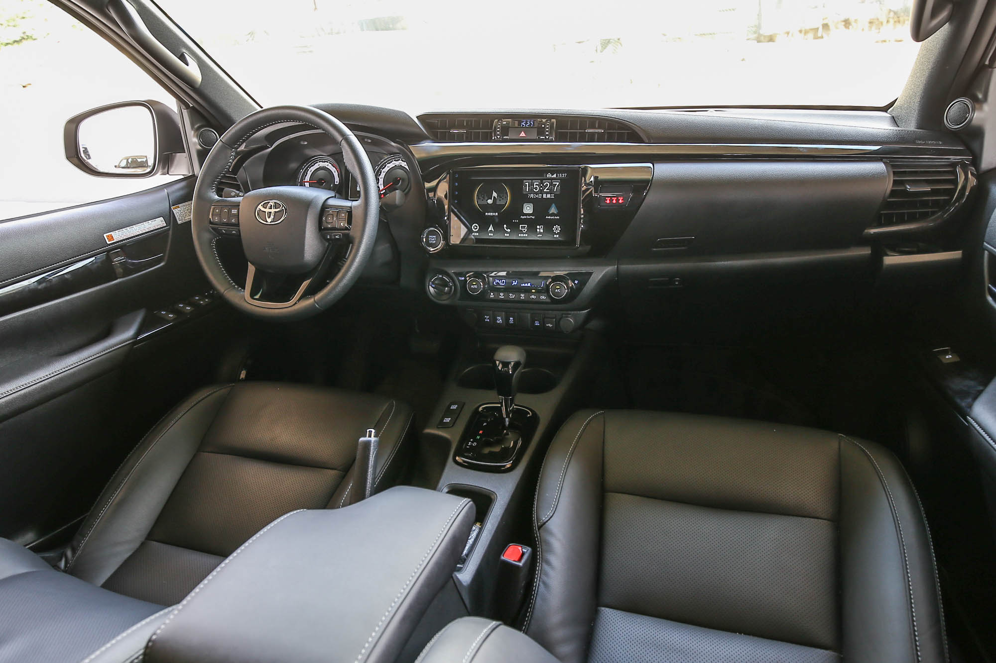 座艙內的風格與 Toyota 一般房車的設計風格大抵相同。