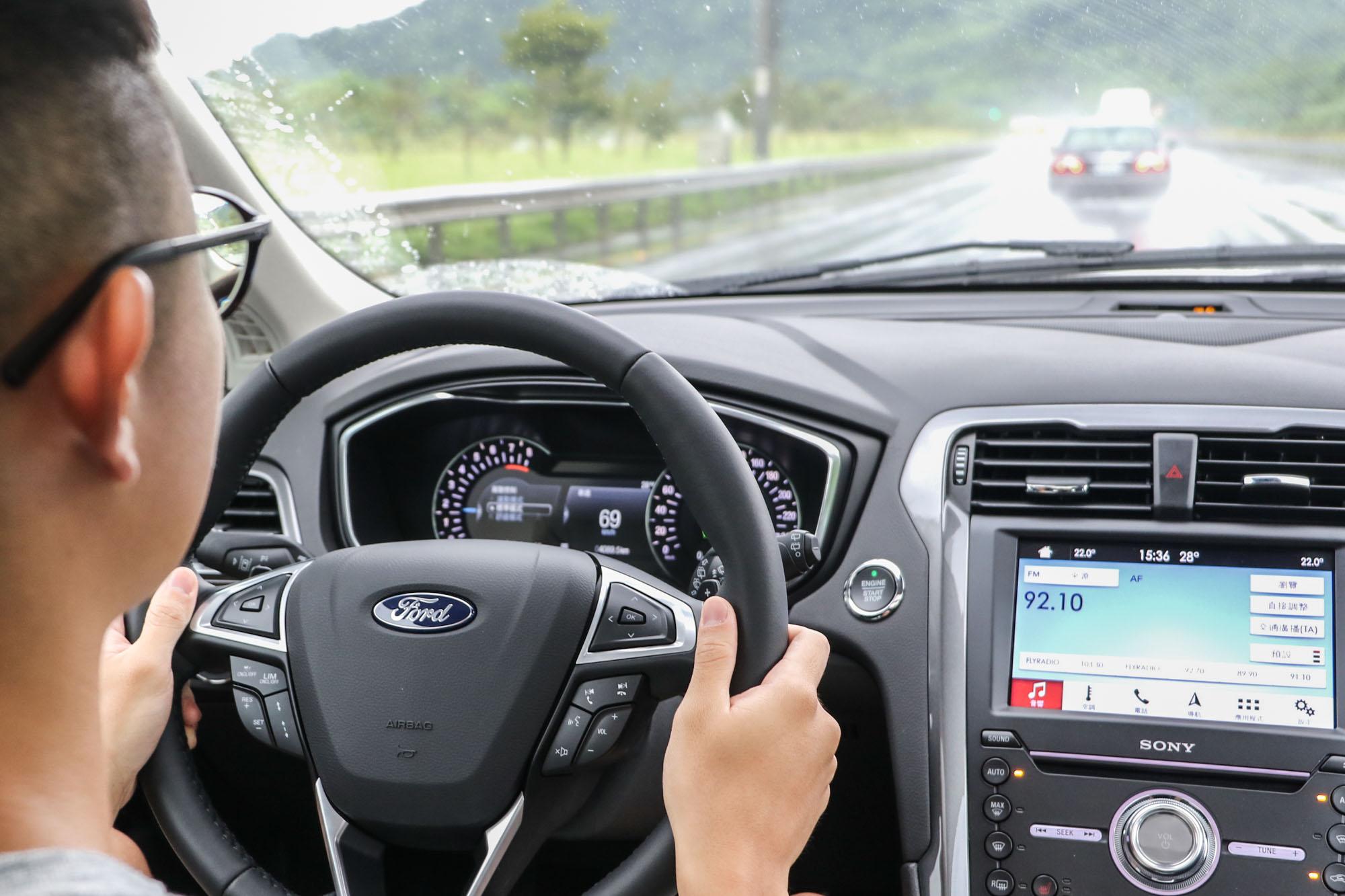 全新 Mondeo Wagon 主打 Co-Pilot360™ Technology 安全輔助科技,包含 ACC 主動式定速巡航系統、LDW 車道偏移警示系統、LKA 車道偏移輔助系統、PCA前向碰撞預警系統、BLIS®視覺盲點偵測系統等豐富安全功能。