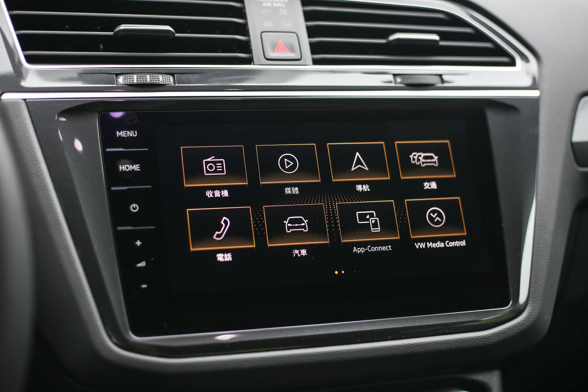 330 TSI以上車型配備9.2吋多媒體鏡面觸控主機。