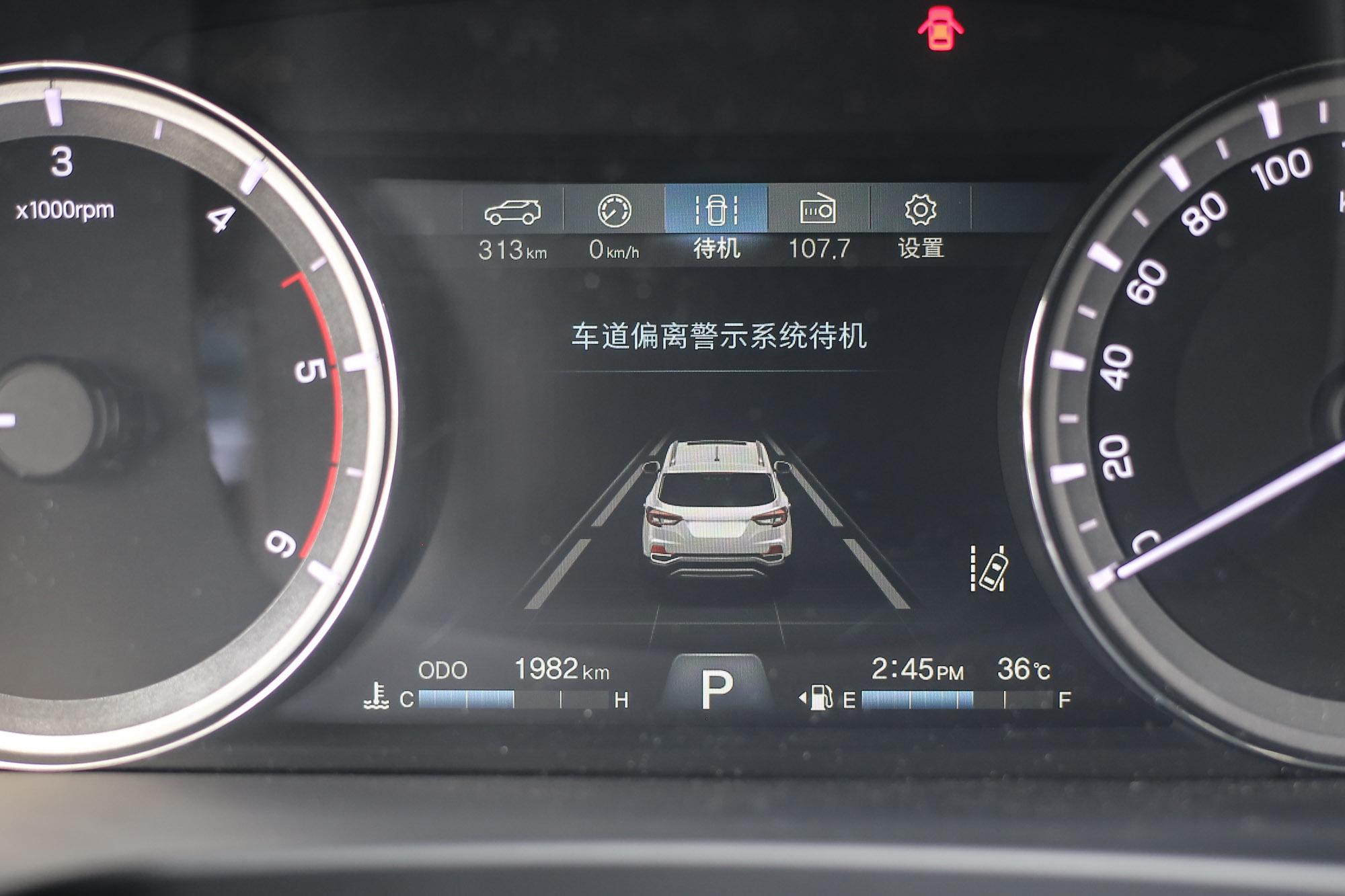 值得一提的是,Rexton 也導入相當多樣的主動安全系統,除了 ACC 沒有配載以外,其他如自動煞車緊急系統、車道偏移警示、盲點偵測系統、後方橫向來車警示等系統都全數配備,全車輔助氣囊數更高達九顆。