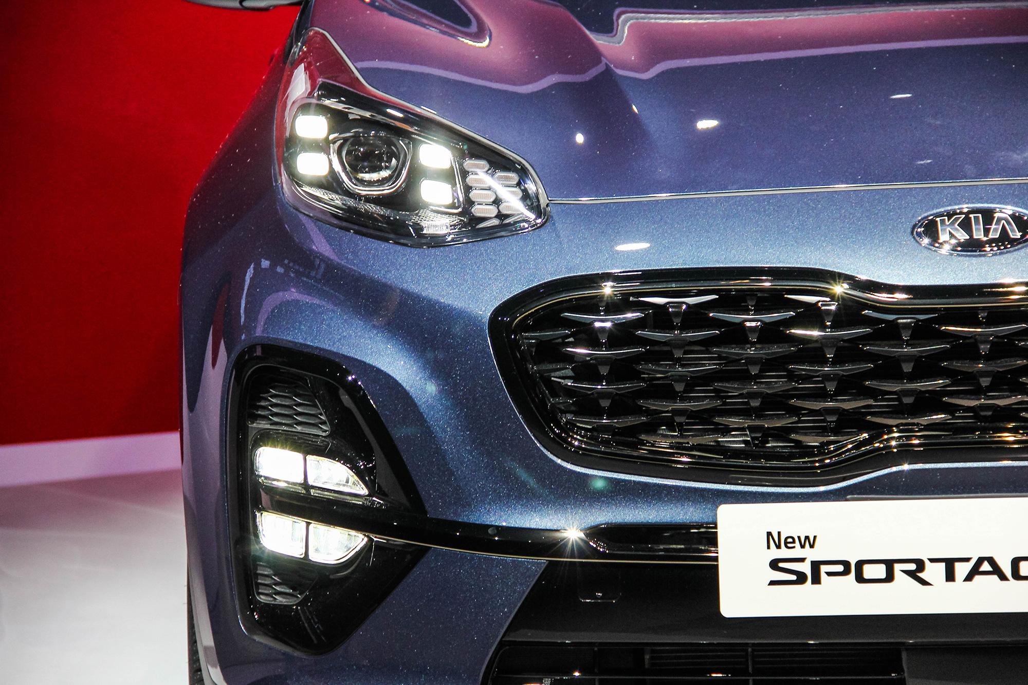 GT-Line 車型升級四點式晝行燈以及新詮釋的矩陣式 LED 霧燈。