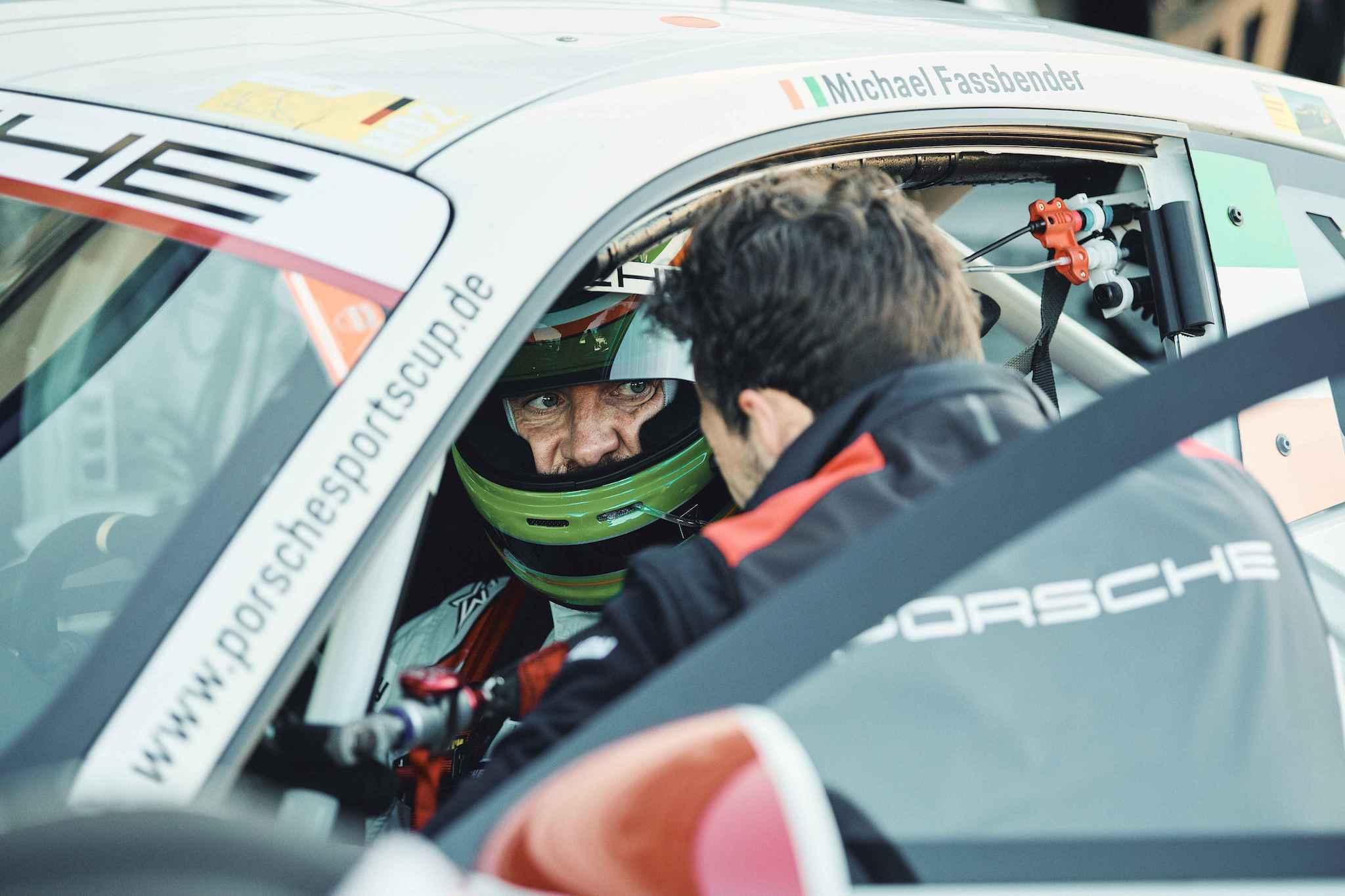 Porsche 針對賽事愛好者的入門課程包含了駕駛485 hp 的Porsche 911 GT3 Cup 接受訓練。