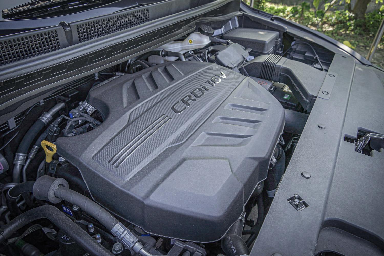 搭載 2.2 升直列四缸柴油引擎,具備 200ps/3800rpm 最大馬力與 45kgm/1750~2750rpm 最大扭力輸出。