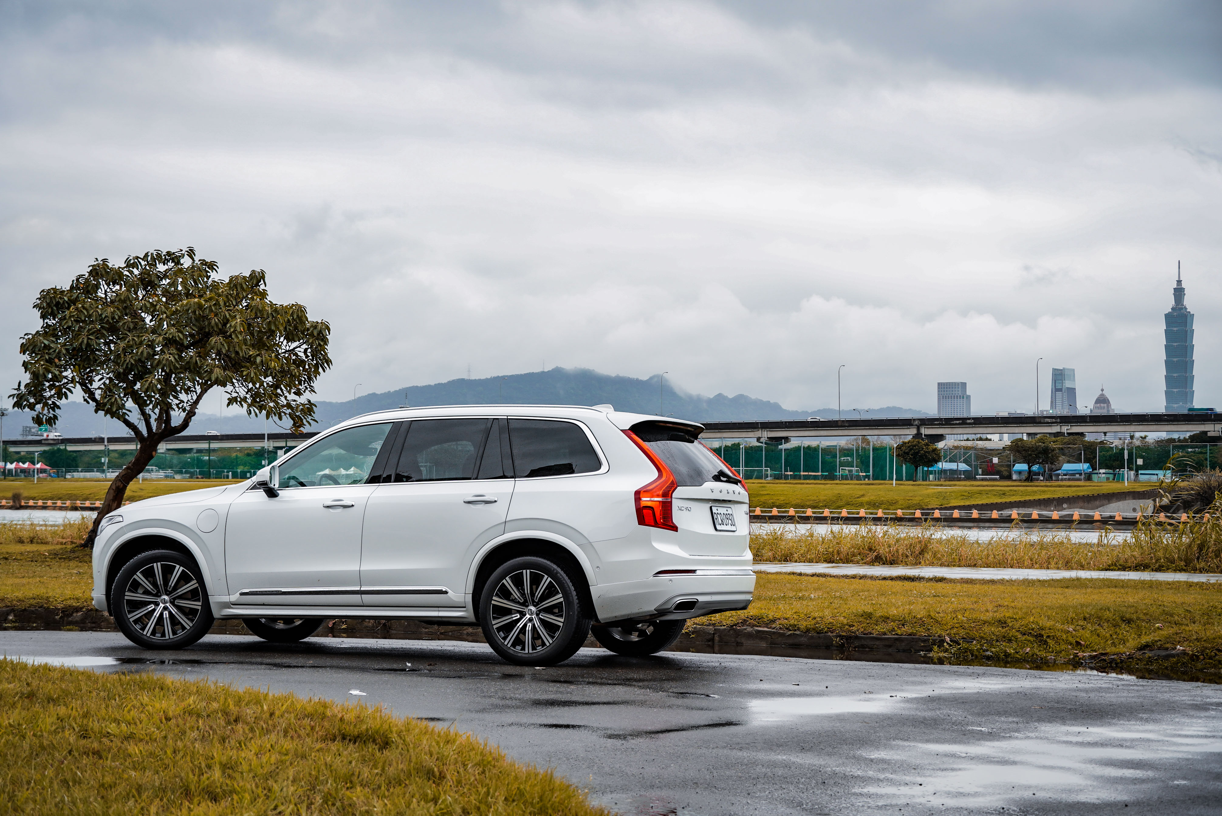 Volvo XC90 提供 D5、T5、T6、T8 等四種動力,搭配 Momentum、Inscription、R-Design、Excellence 四種車型。