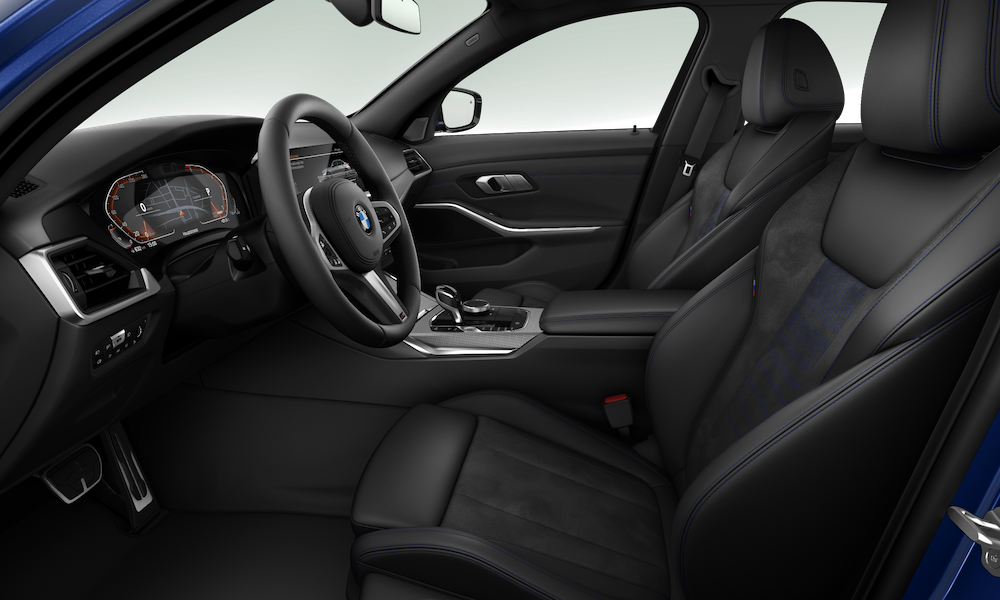 Alcantara 麂皮與 Sensatec 皮質跑車座椅,配上標準配備的電動腰靠。