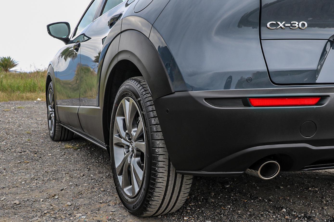 尊榮型採用 16 吋輪圈,頂級型以上則是圖中的 18 吋。