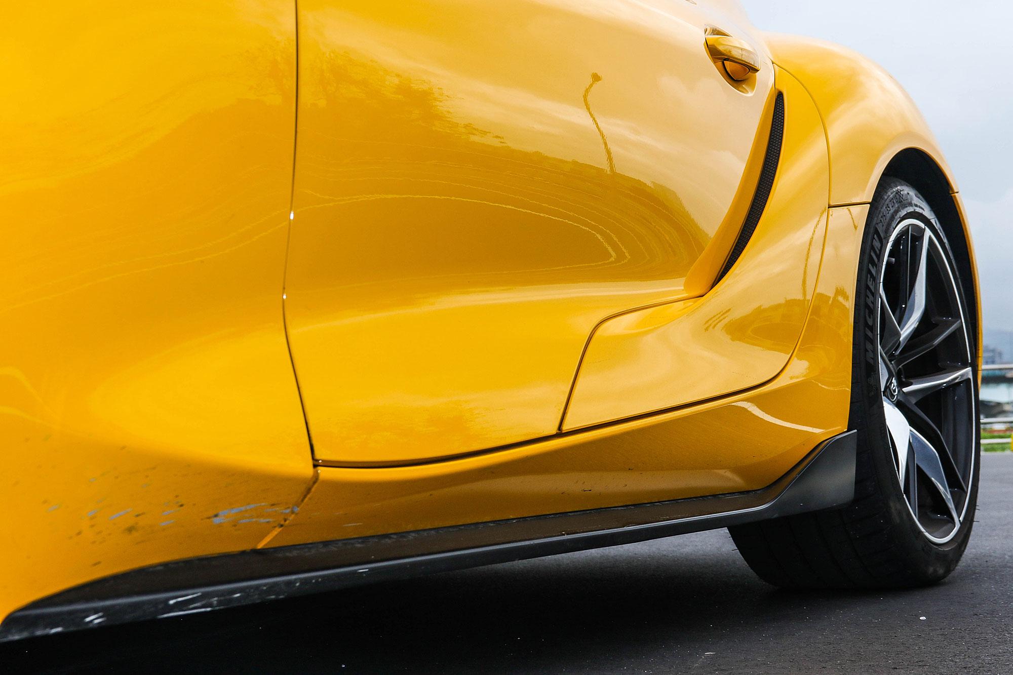 車側除了凸出的側裙之外,也有通氣孔裝飾。