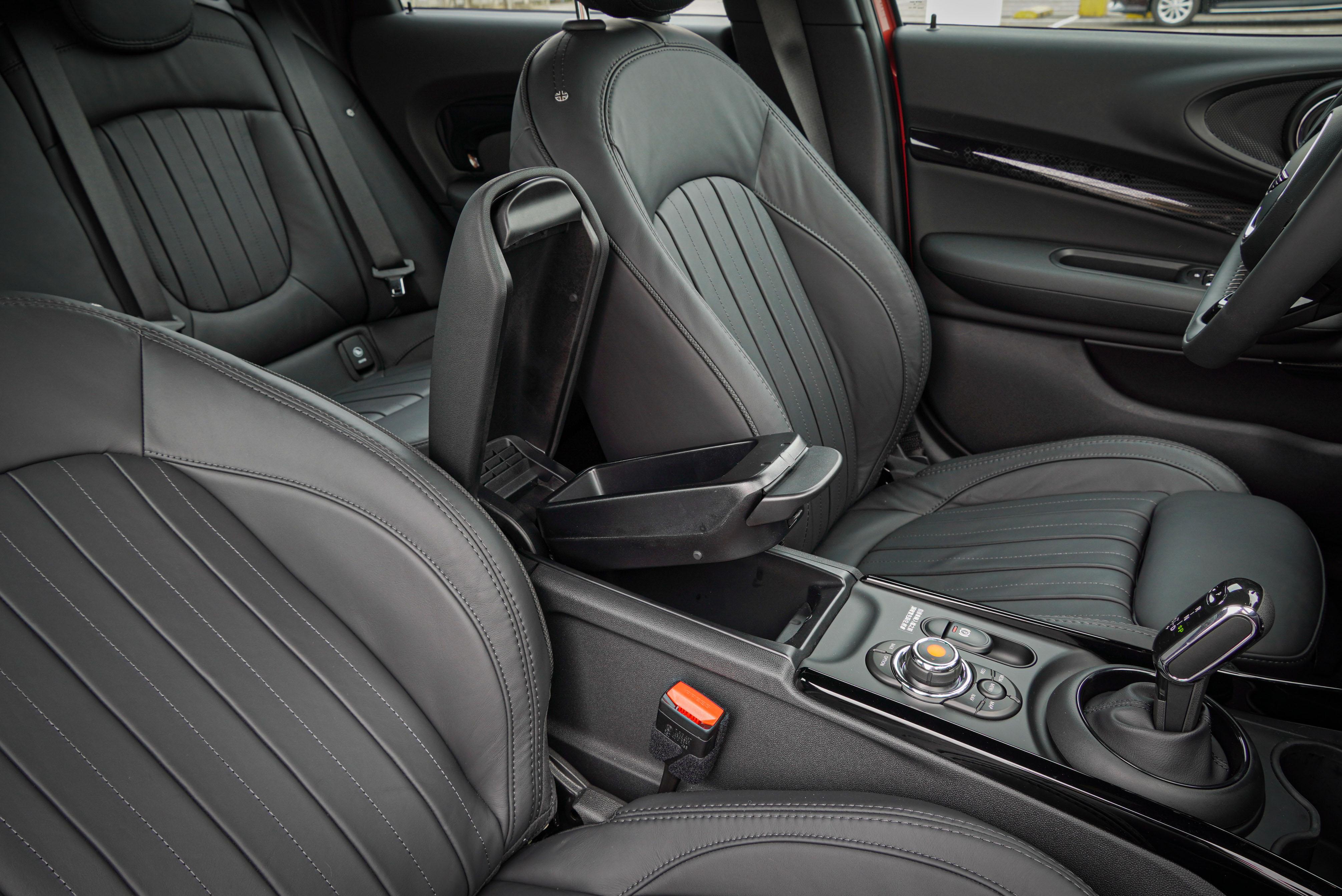 若未選配 Mini Yours 真皮內裝,Clubman 標配 Leatherette 舒適皮質內裝。