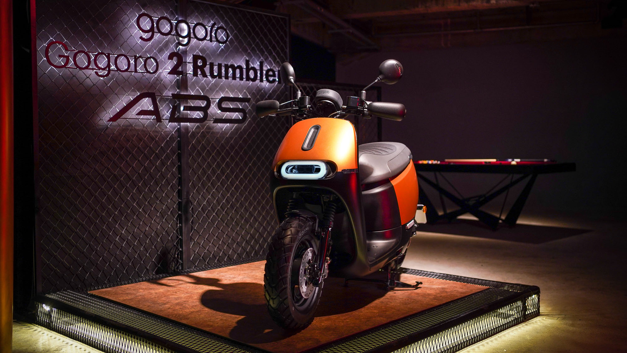 Gogoro 2 Rumbler ABS「閃霧銅」登場,飛鏢最準就能騎回家!