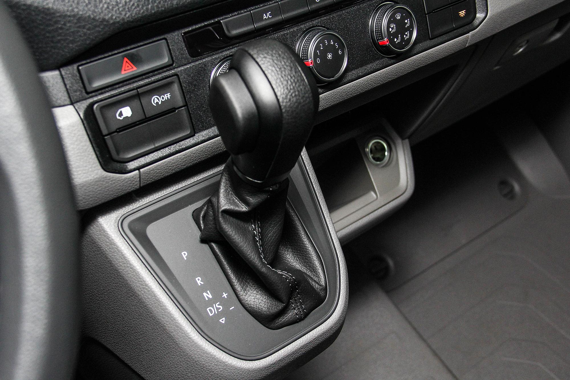 長軸高頂車型配備 8 速 Tiptronic 手自排變速箱。