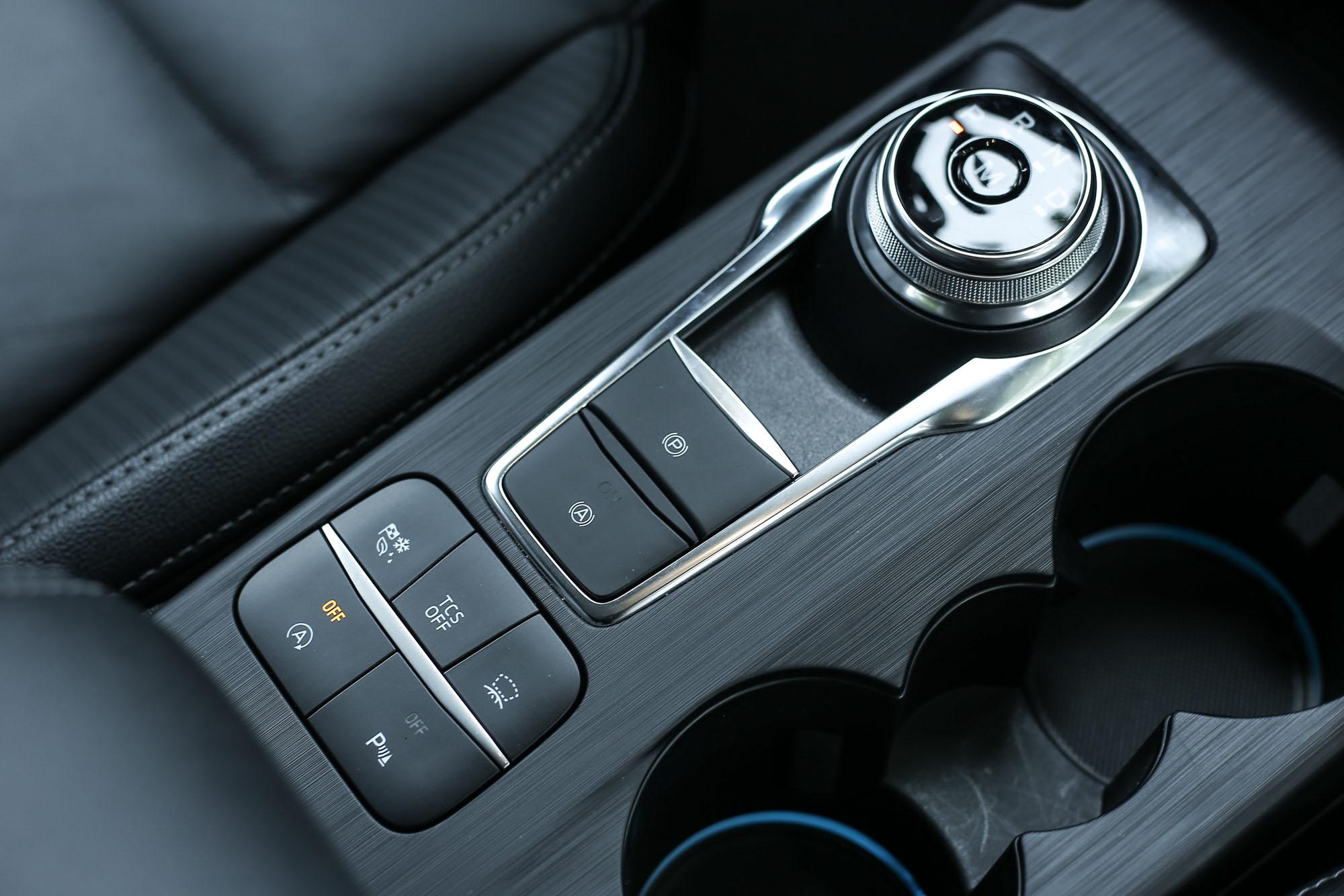 除了四門與五門最入門車型以外,國產 Focus 其餘車型都是配備八速手自排變速系統。
