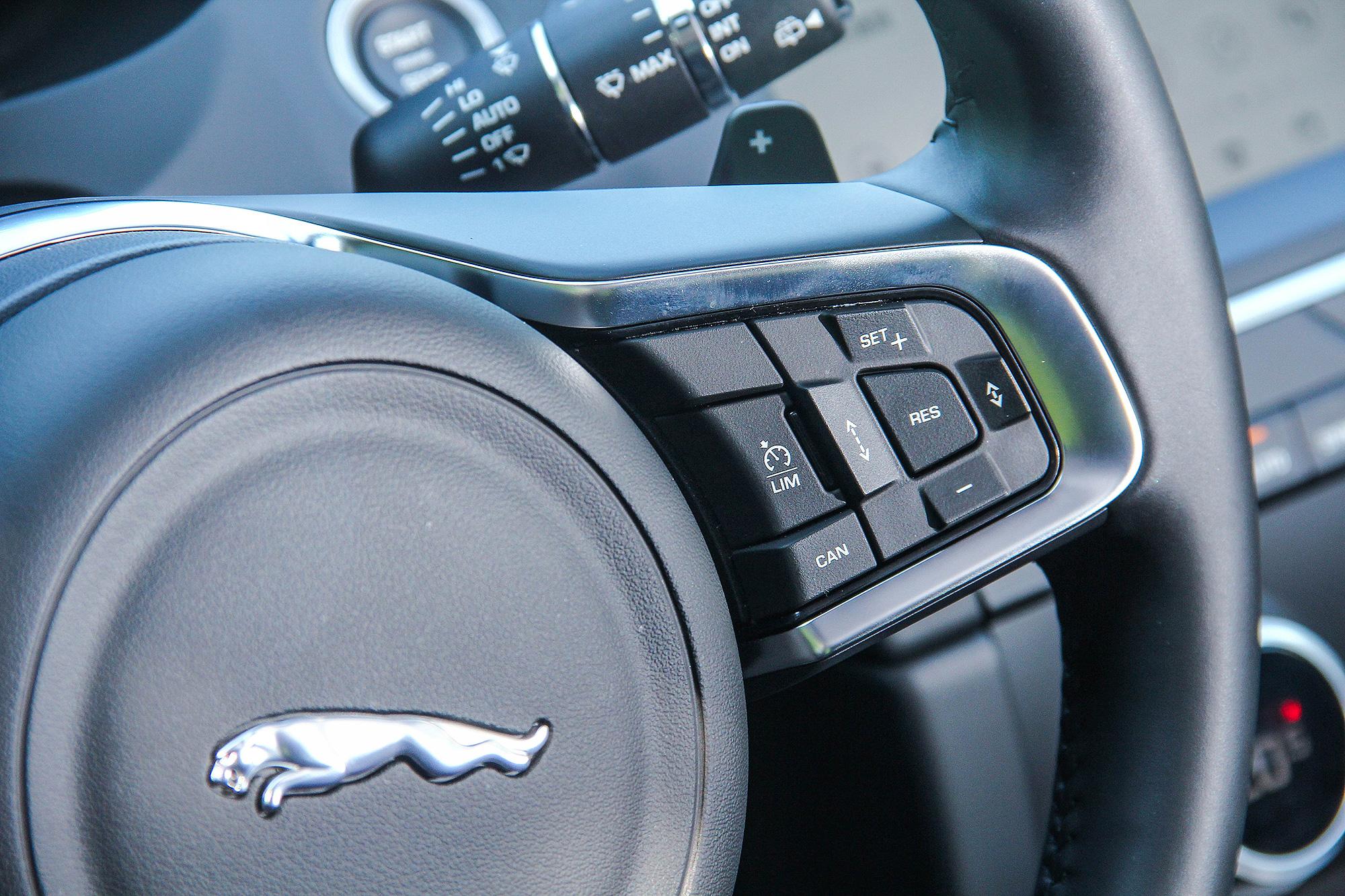 新年式 E-Pace 最主要的升級,就在 ADAS 先進駕駛輔助系統的強化。