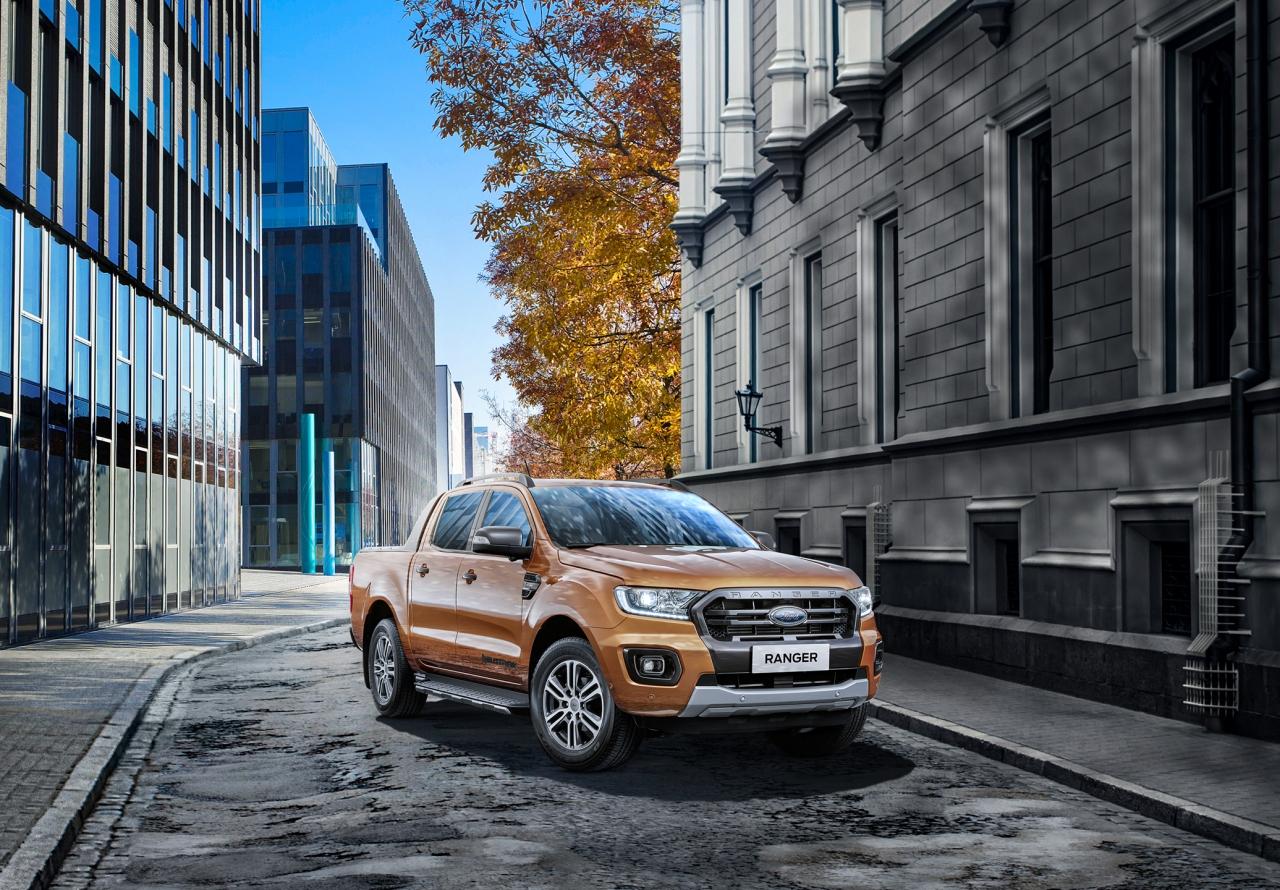 全新 Ford Ranger 運動型安全智慧科技再進化,搭載全新 360°環景影像行車輔助系統,升級配備不加價,舊換新優惠價 144.8 萬。