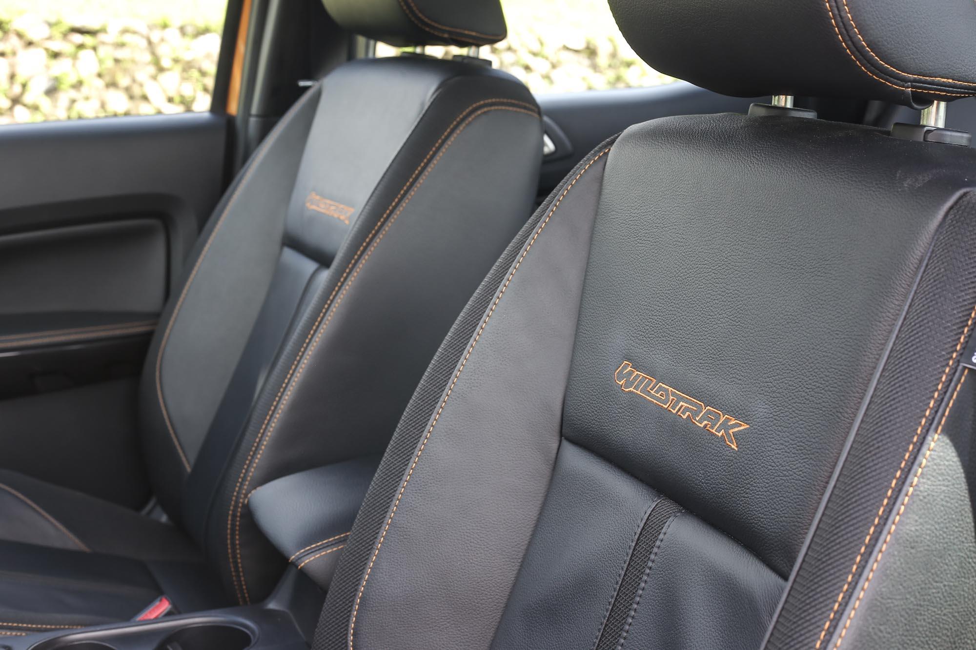 展現 Wildtrak 個性的運動造型皮革座椅設計。