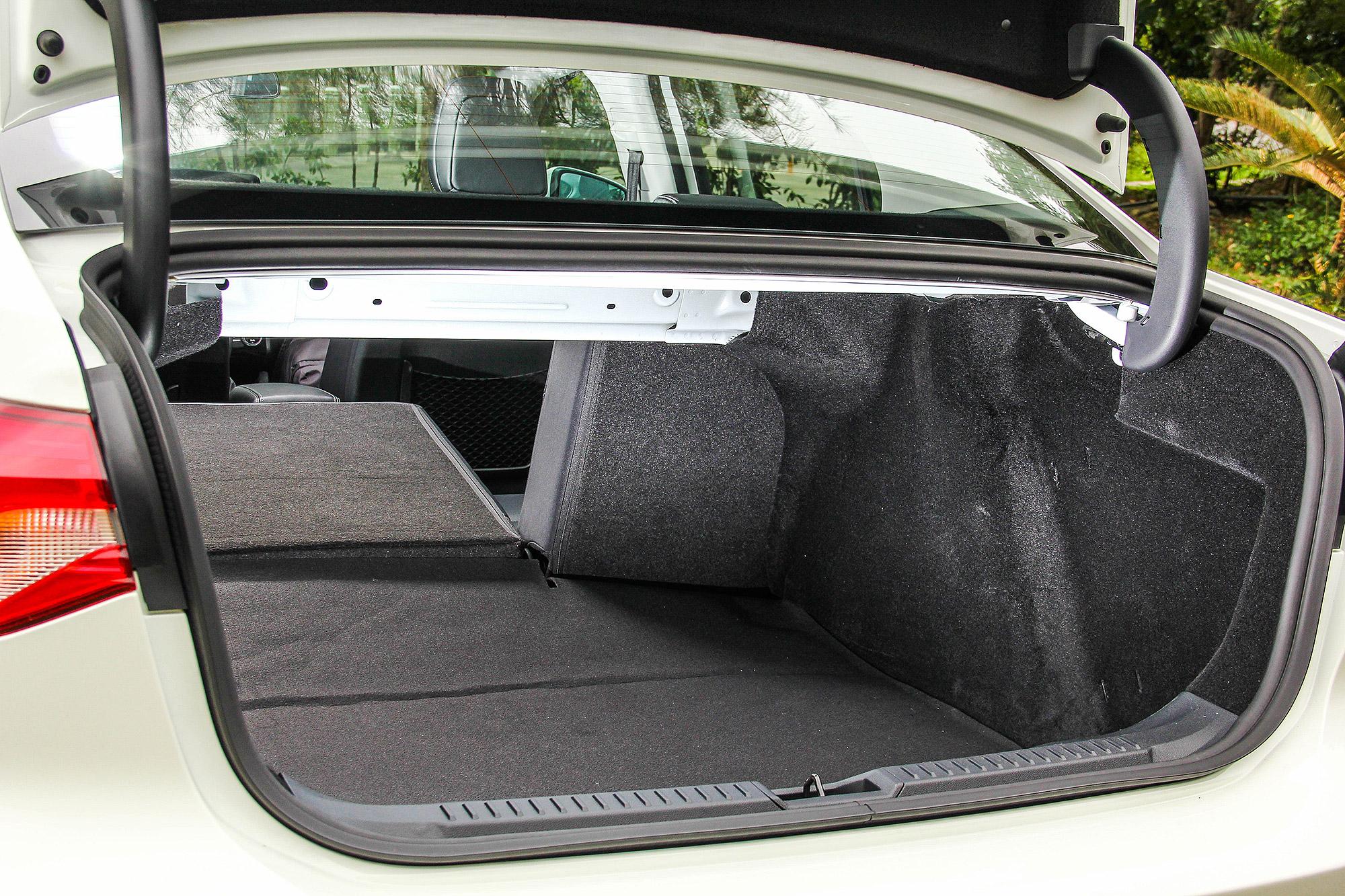 是 539 公升的行李廂容積,可直接放入嬰兒推車,不用特別「喬」角度。