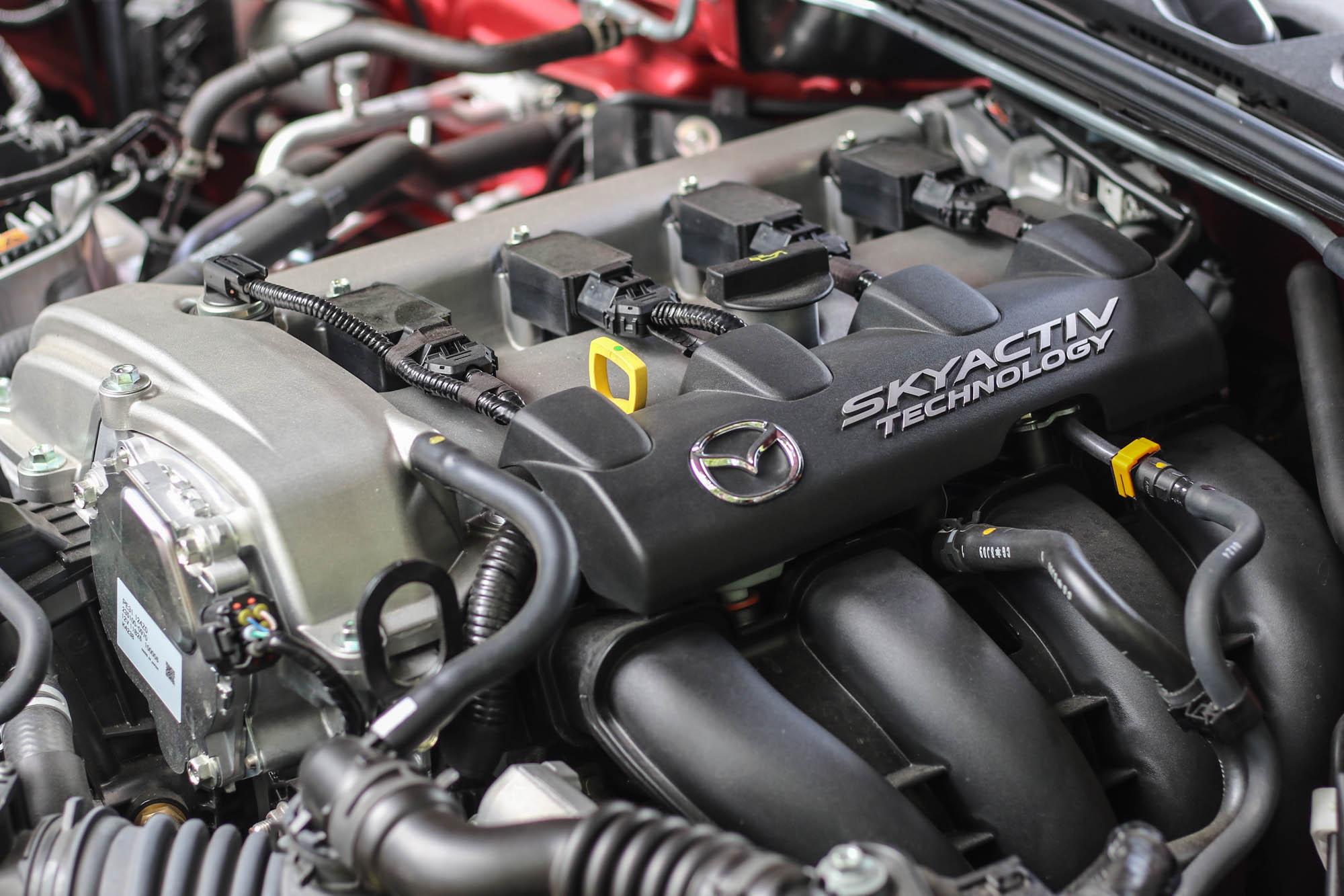 搭載 2.0 升自然進氣直列四缸汽油引擎,具備 184ps/7000rpm 最大馬力輸出與 20.9kgm/4000rpm 最大扭力輸出。