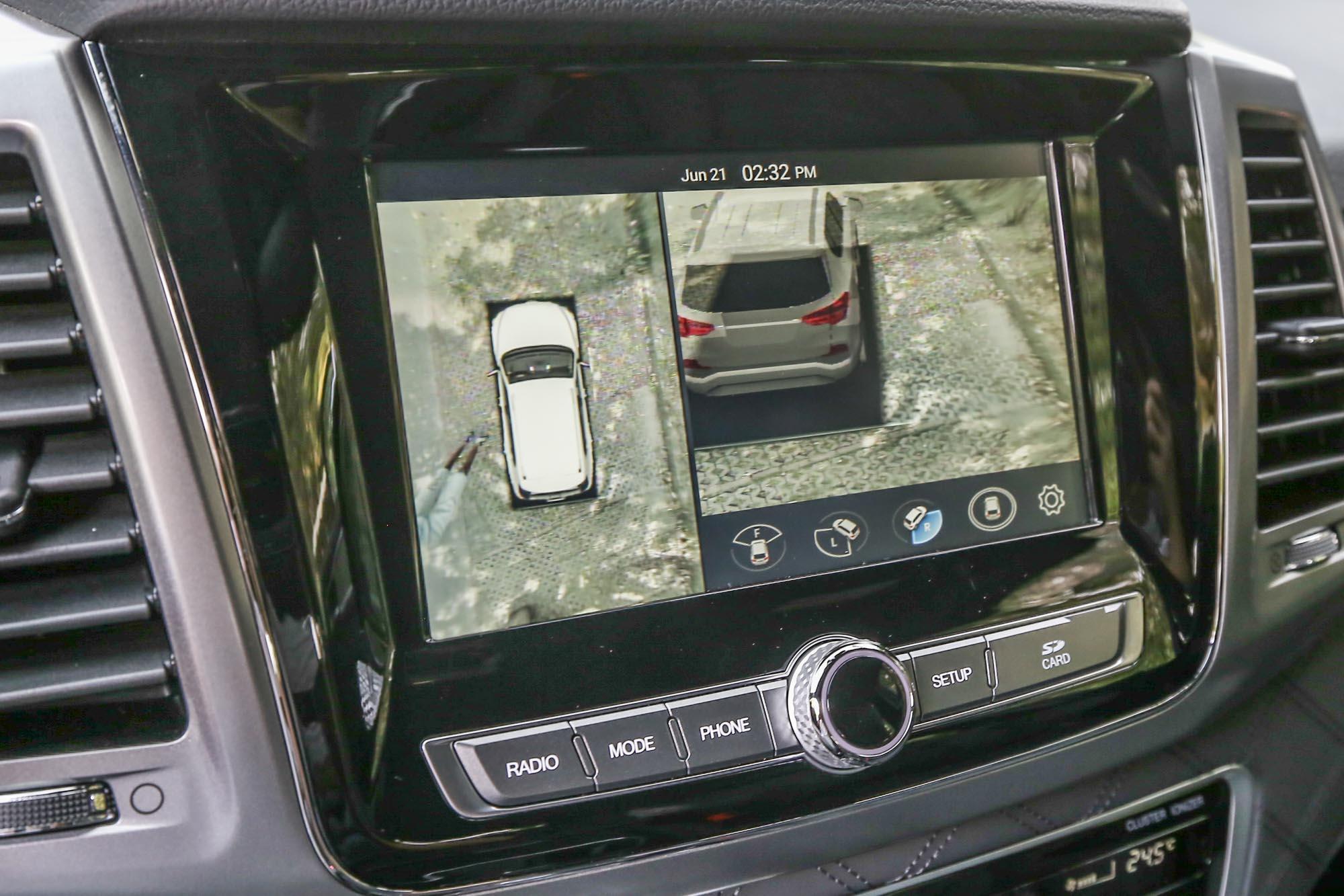 立體環景攝影系統大幅增加駕駛掌握車身周邊相對環境的能力,也可減少碰撞憾事發生。