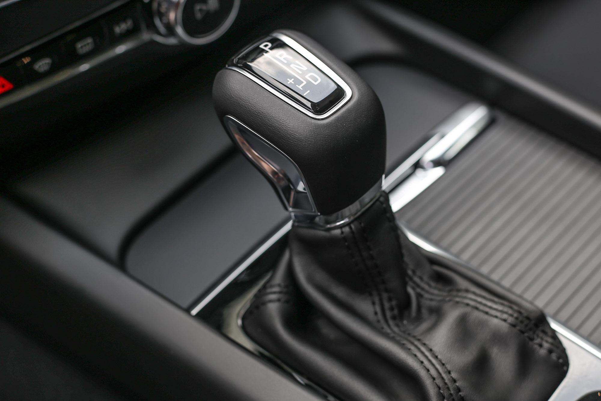 V60 全車系皆配置 Geartronic 8 速手自排變速箱。