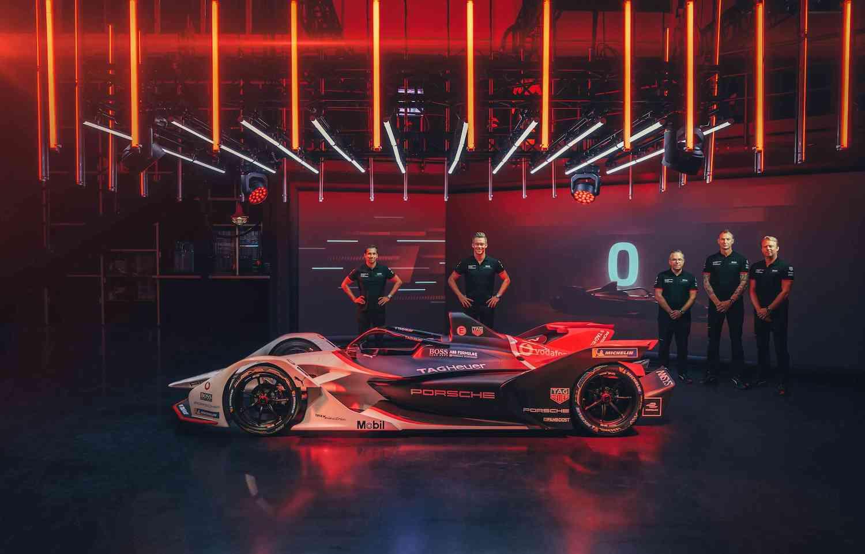 保時捷車手 Neel Jani 及 André Lotterer 於發表會上將透過線上遊戲社群玩家的指示與全球玩家們共同揭幕 Porsche 99X Electric 戰駒。