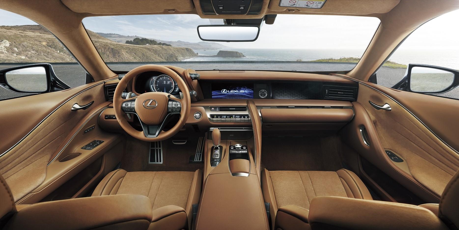 古銅棕內裝在前座椅搭載以精選皮革所打造的 L-Aniline 頂級真皮座椅。