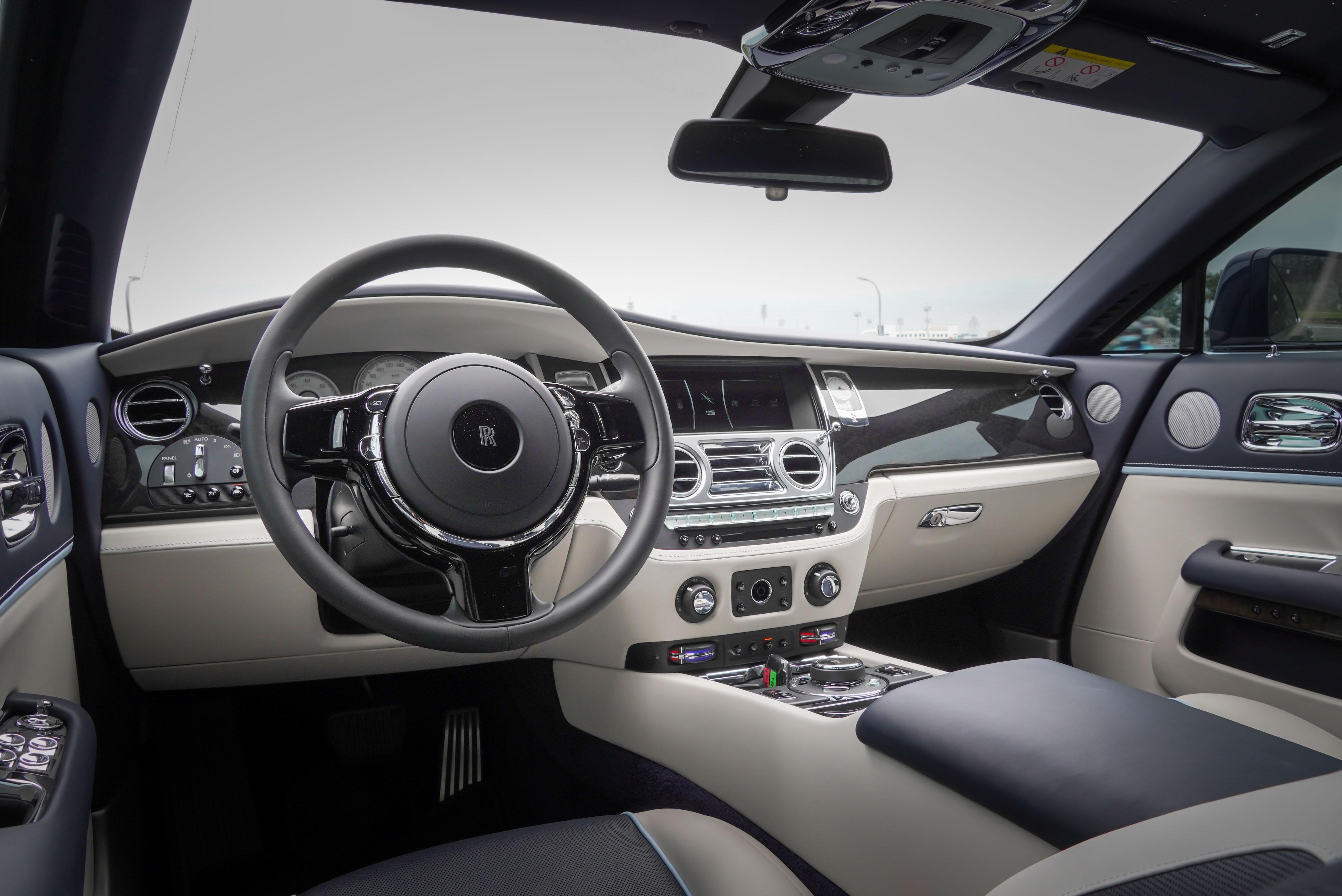 試駕車內裝採用「精緻內裝套件」。