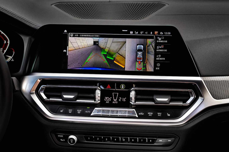 BMW Personal CoPilot 智慧駕駛輔助科技,包括自動倒車輔助系統,誤入窄巷也能輕鬆脫困。