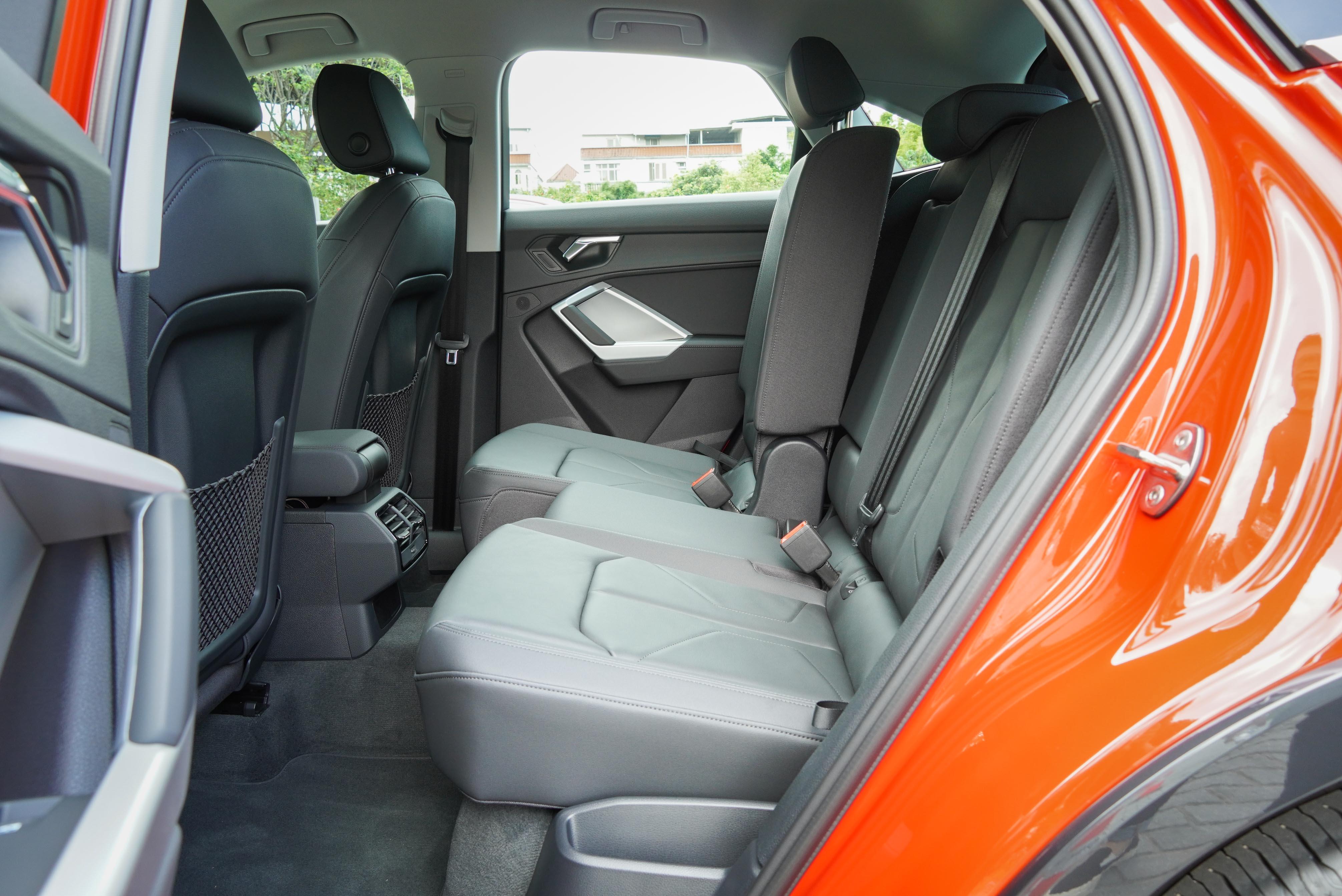 後排座椅亦可前後滑移 150 mm(Q3 Sportback為130 mm),並具備 7 段式椅背調整功能。