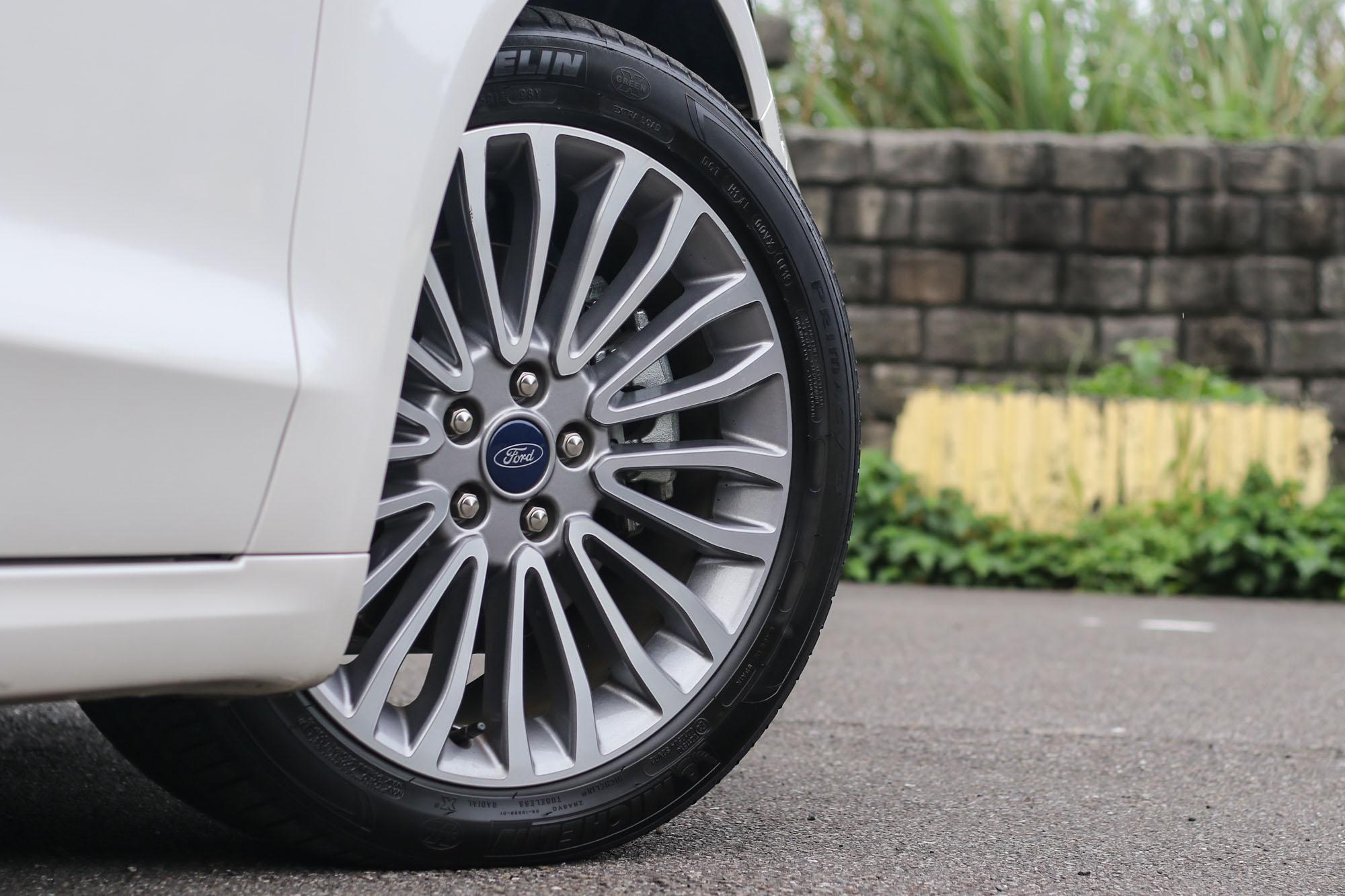 18 吋輪圈走精緻優雅路線,但動感好像就少了這麼一些!