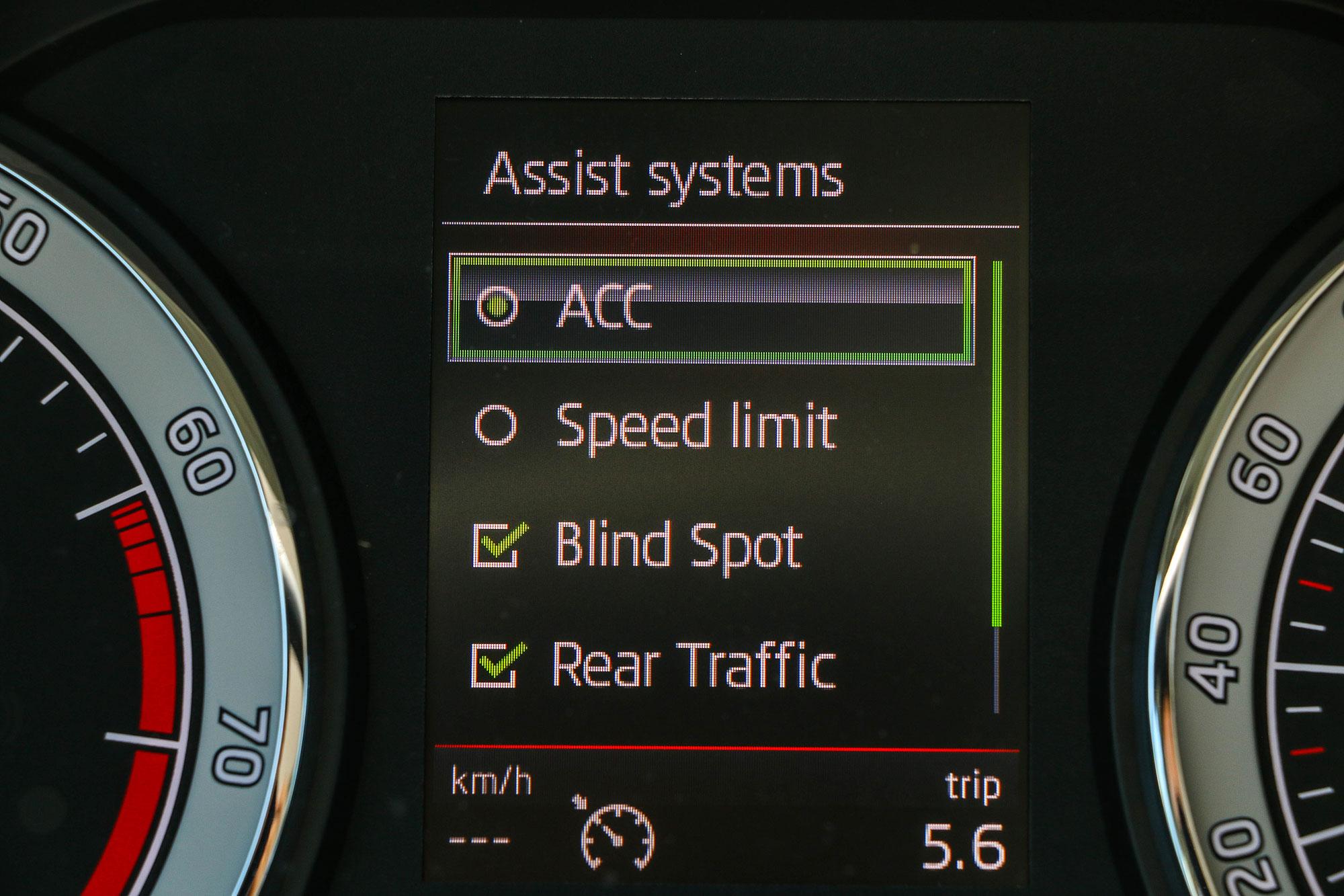 ACC 是面對塞車路況的好幫手,也是降低長途駕駛疲勞累積的助手。