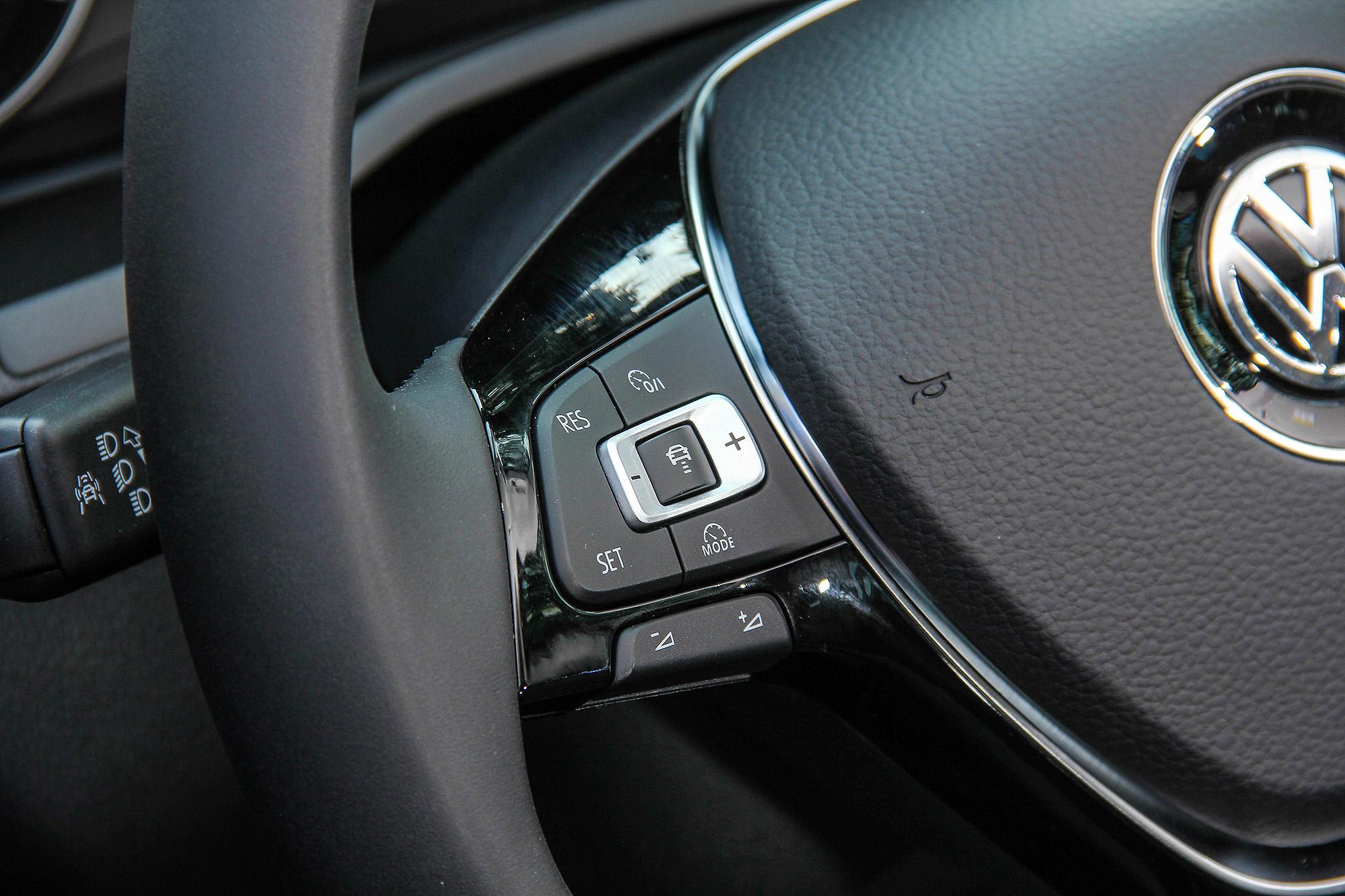 Caddy Maxi 的 ACC 操作介面位於方向盤左側。