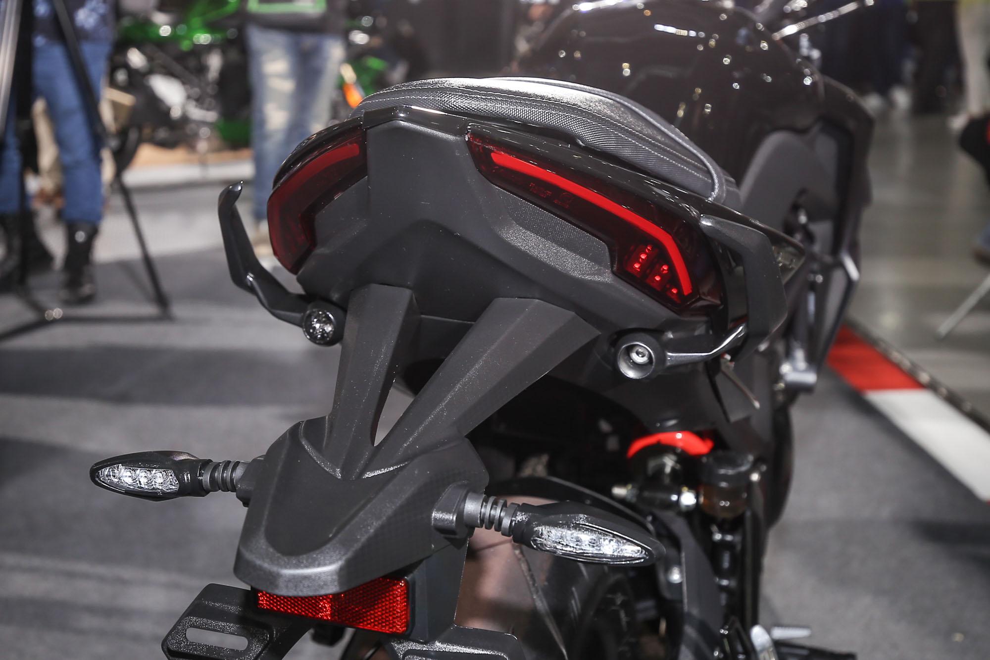 銳利且充滿運動感的造型與全 LED 照明科技,也是 KRider 400 一大賣點。