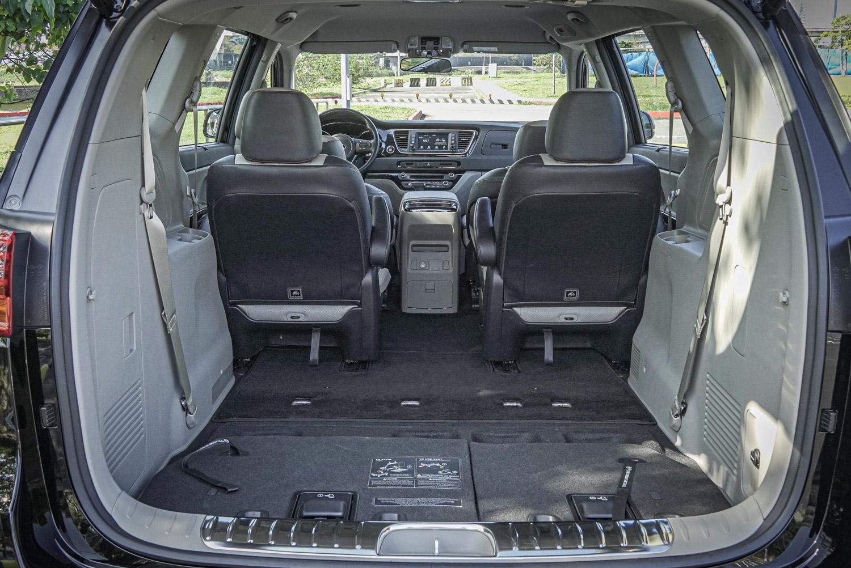 第三排座椅不用時可以完全收納,與車廂底板維持一致平整度。
