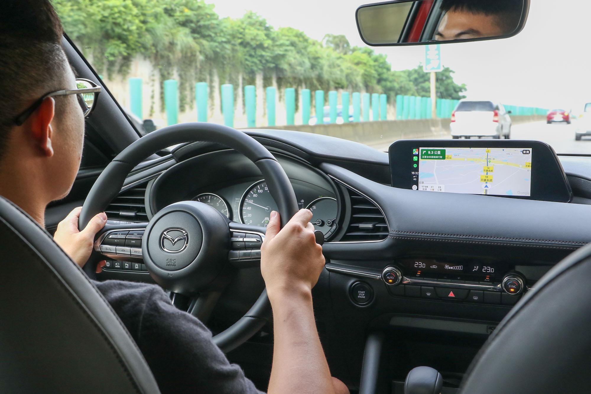 除了四門尊榮型以外,MRCC 全速域主動車距控制巡航系統幾乎是全車系標配了。