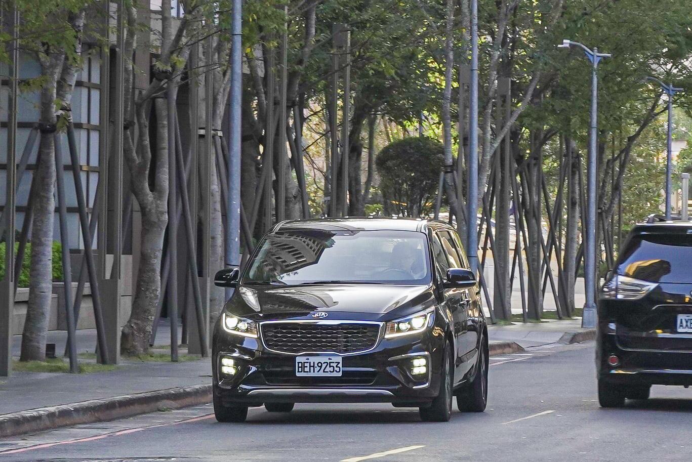 Toyota Sienna 以外,全尺碼家用 MPV 車型又多了 Kia Grand Carnival 可供選擇。