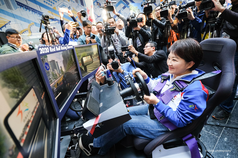 臺中市市長 盧秀燕於今享受 Racing Showrun 帶來的視覺衝擊。