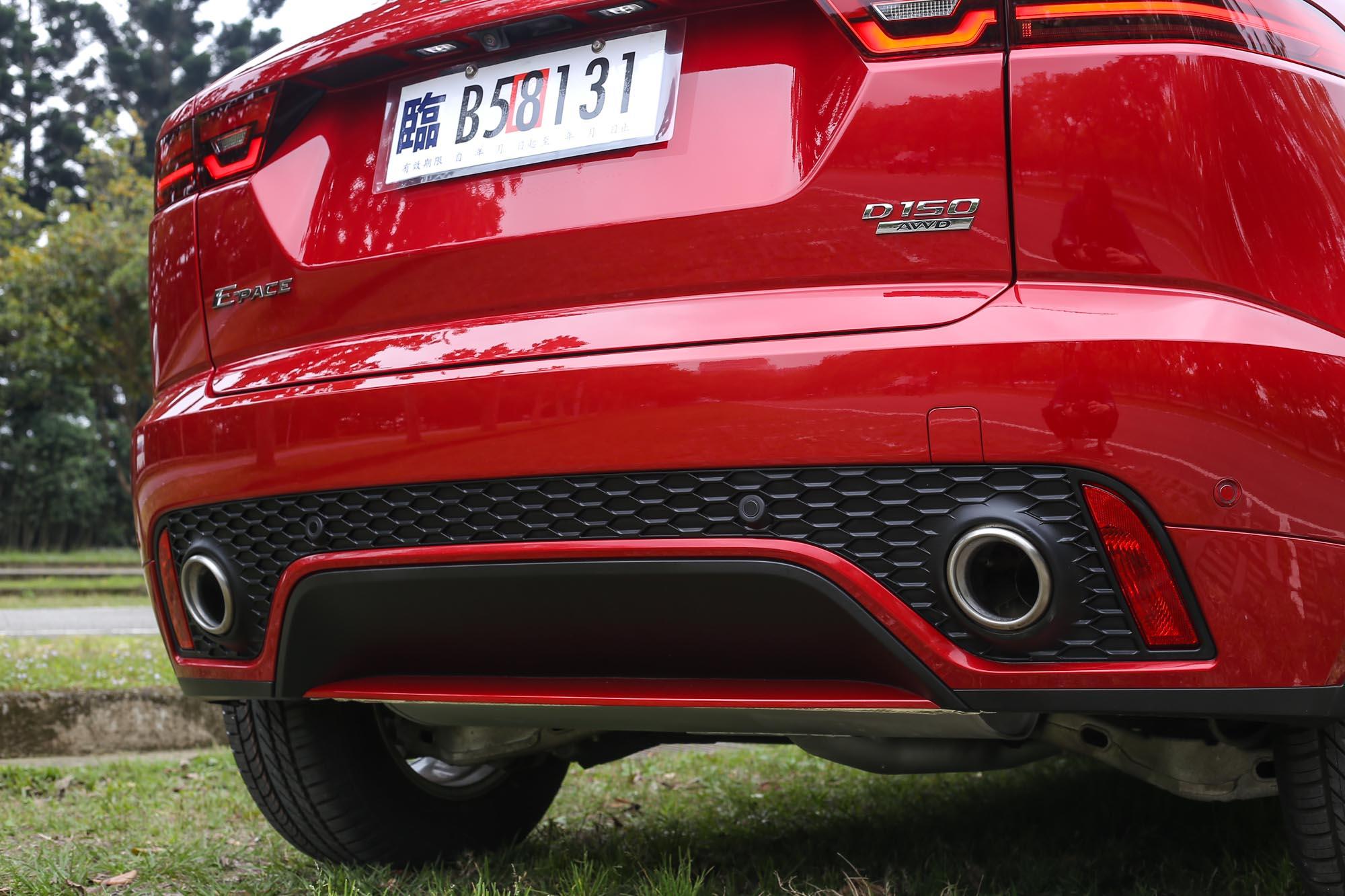 雙出排氣尾管設計,為運動風格再度加分。