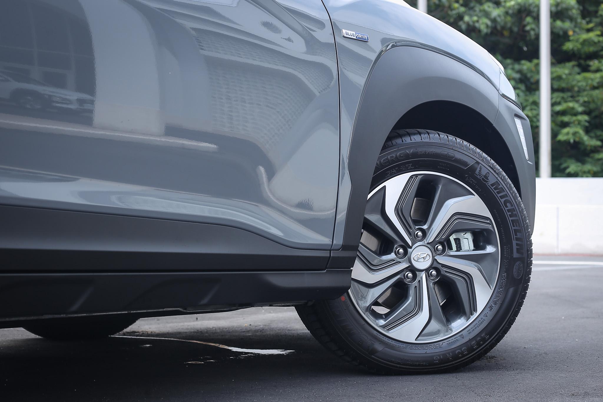 輪圈改為 16 吋,輪胎尺碼為 205/60R16。