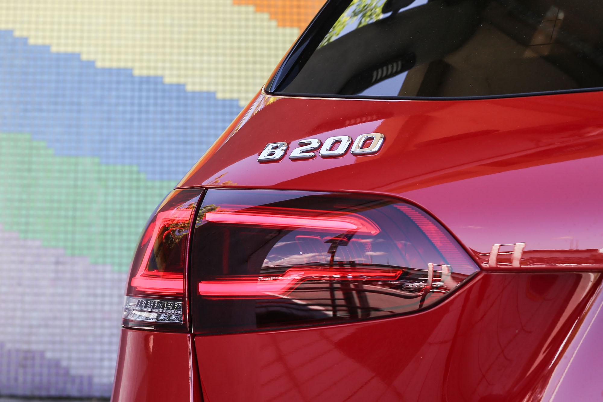 LED 尾燈組與車身整合得宜。