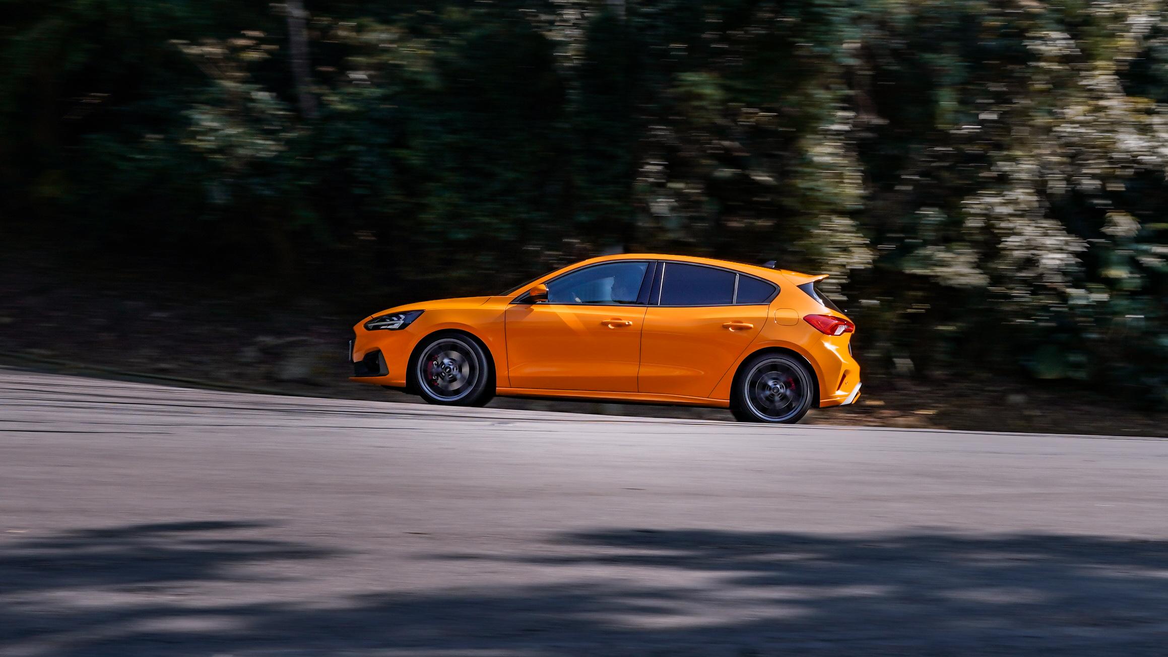 試駕車色為 Orange Fury 憤怒橘色。