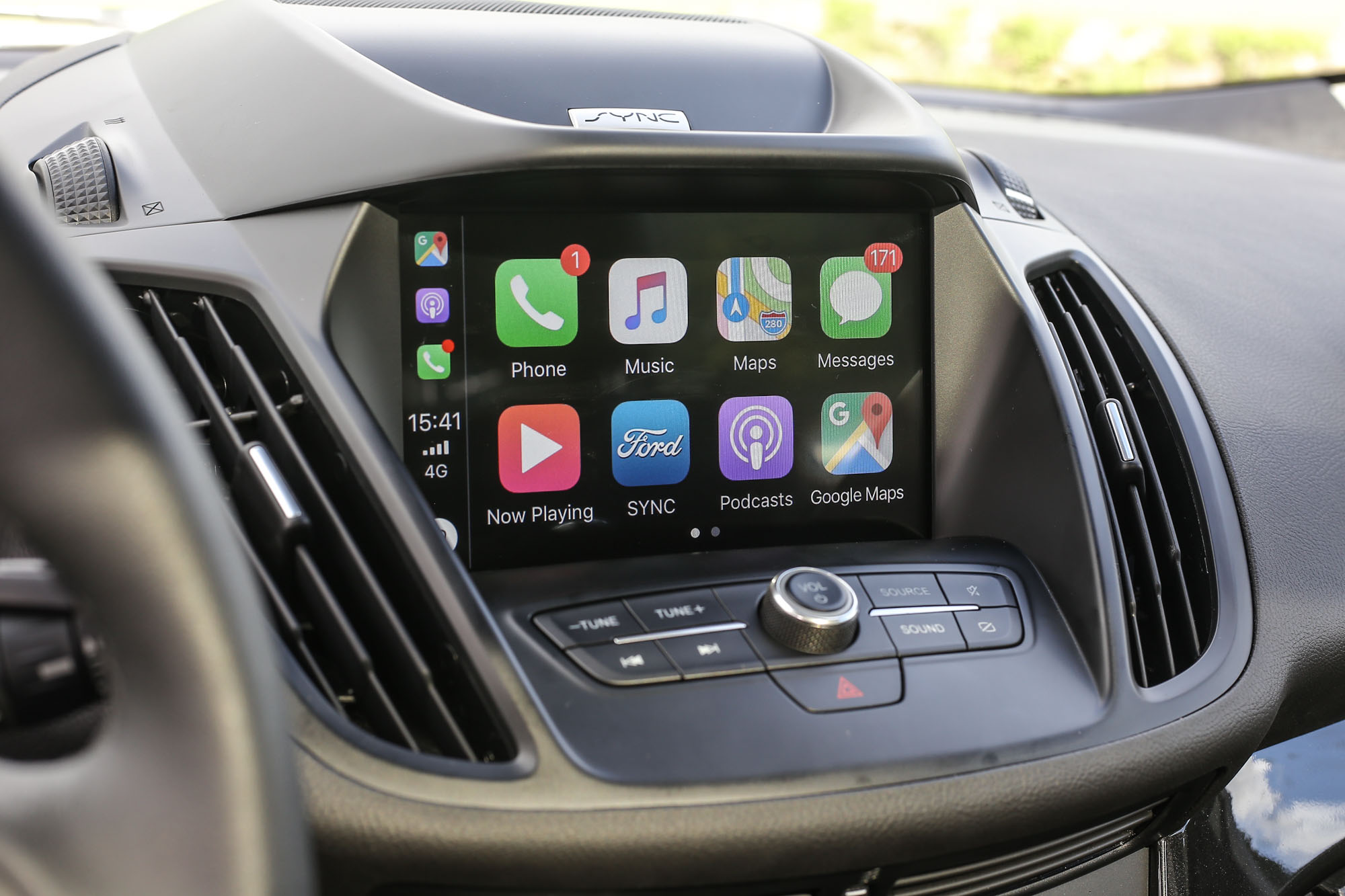 Kuga EcoBoost182 CP360 以上車型配備 SYNC 3 娛樂通訊整合系統,在 8 吋螢幕內具備有如 Apple CarPlay 手機整合裝置。