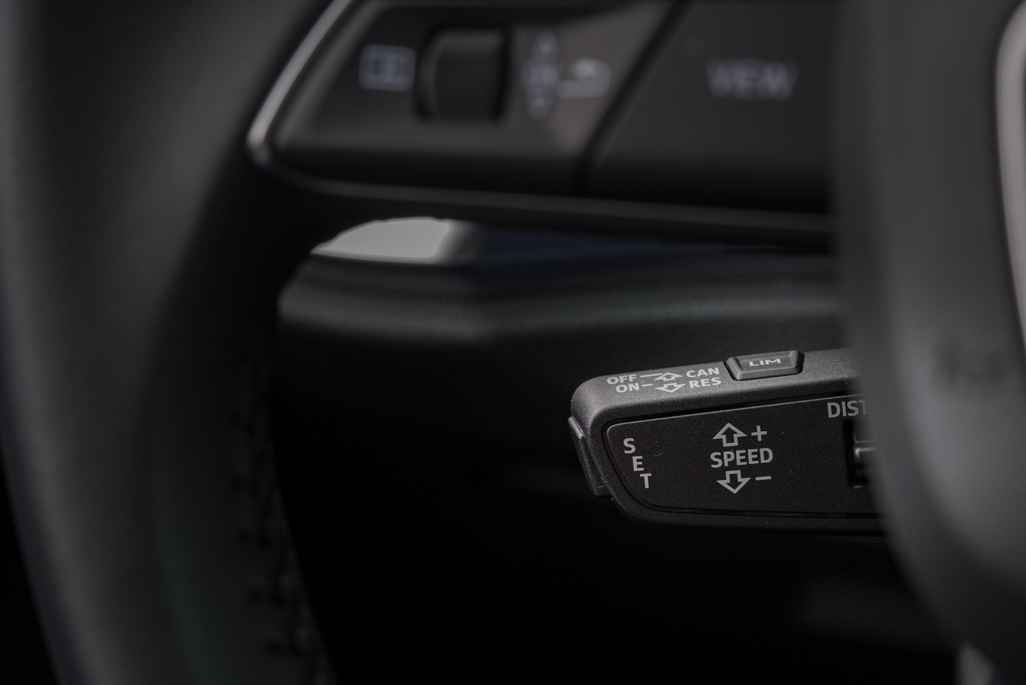 標配 ACC 主動式定速巡航控制系統、Audi lane assist 主動式車道維持及偏離警示系統、Audi side assist 車道變換輔助系統 (盲點警示) 等。